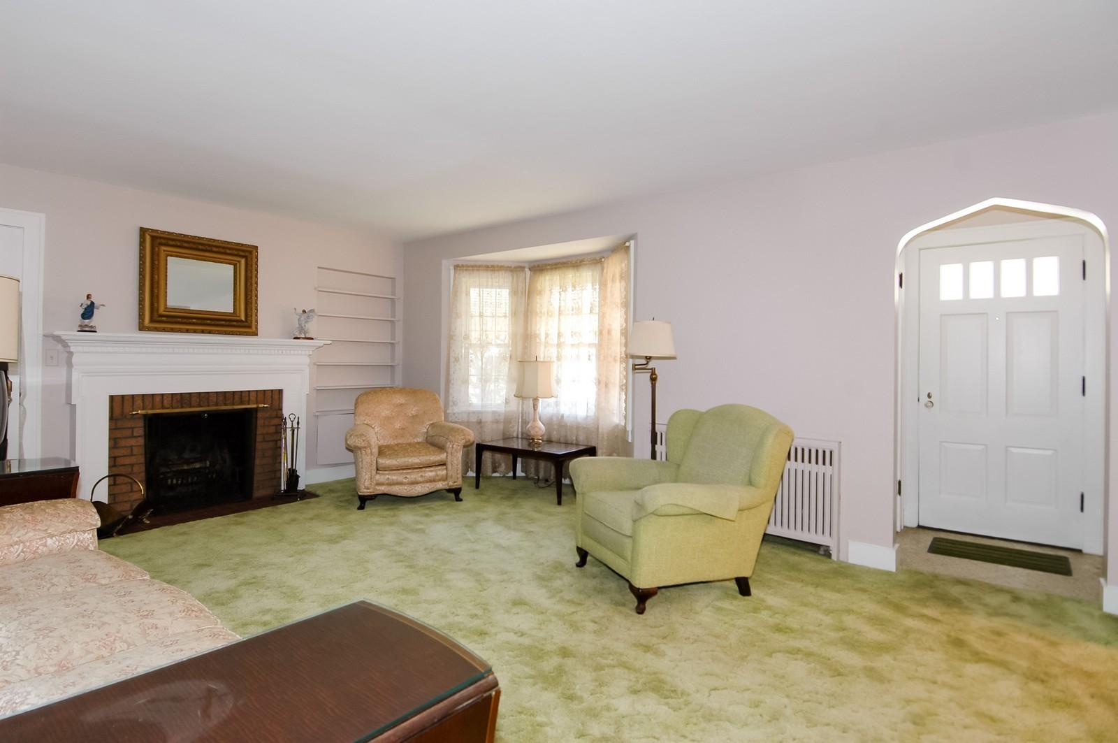 Real Estate Photography - 302 Washington, Algonquin, IL, 60102 - Living Room