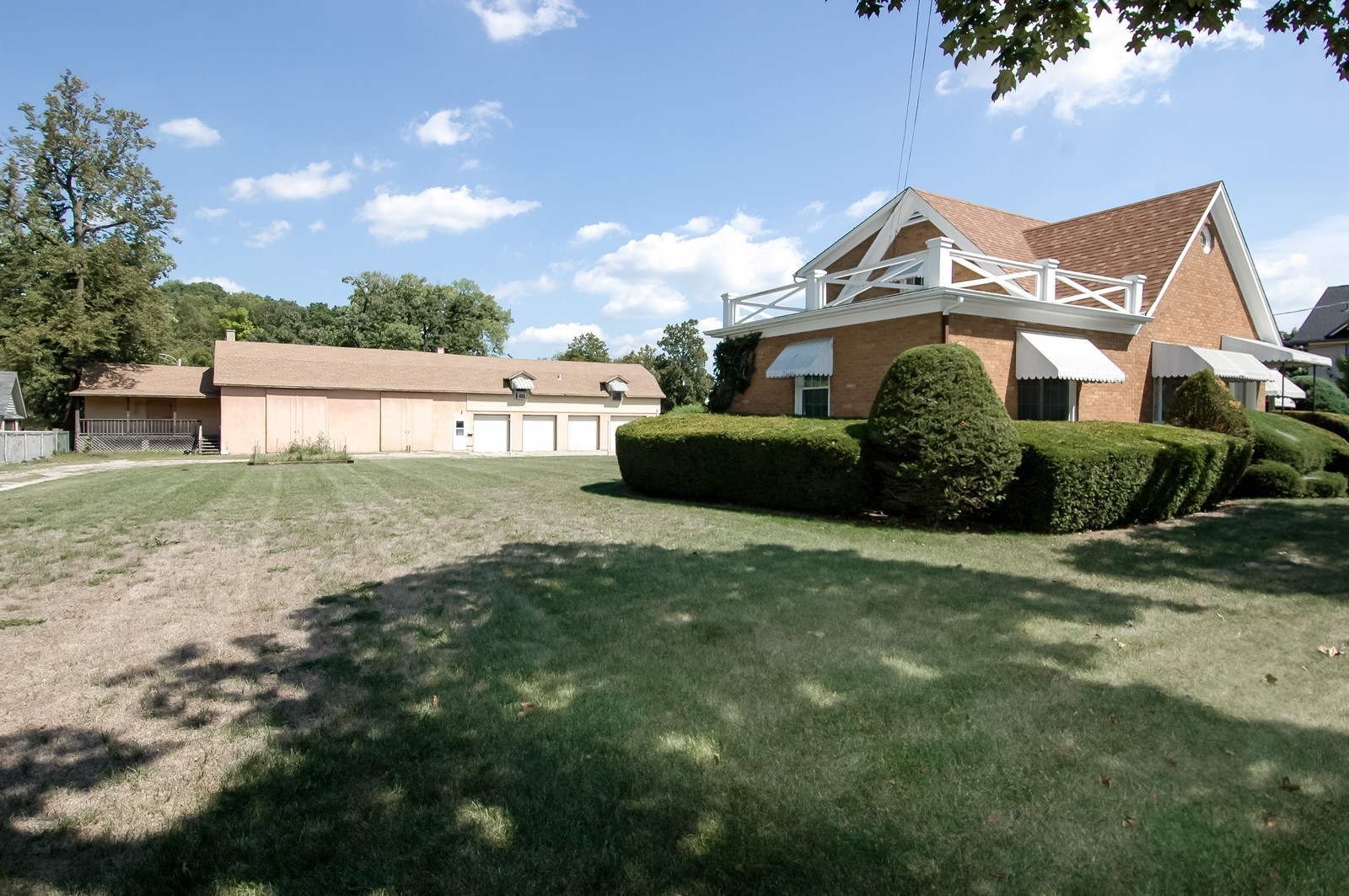 Real Estate Photography - 302 Washington, Algonquin, IL, 60102 - Side Yard