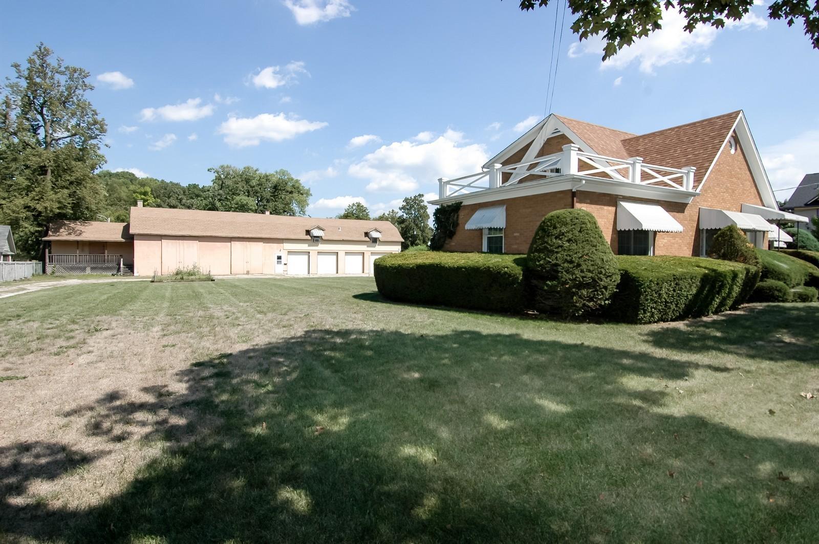 Real Estate Photography - 302 Washington, Algonquin, IL, 60102 - Side Yard