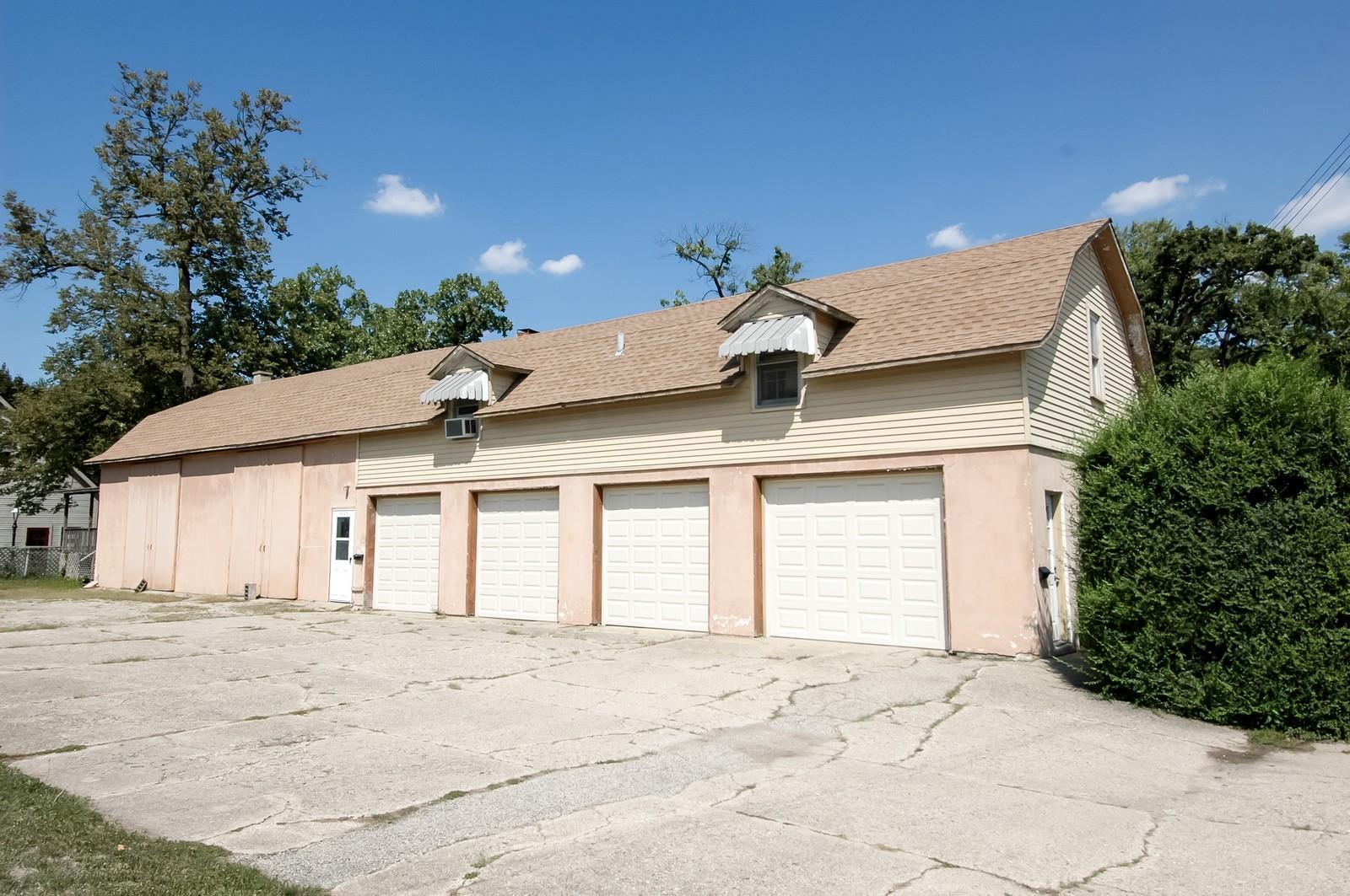Real Estate Photography - 302 Washington, Algonquin, IL, 60102 - Garage