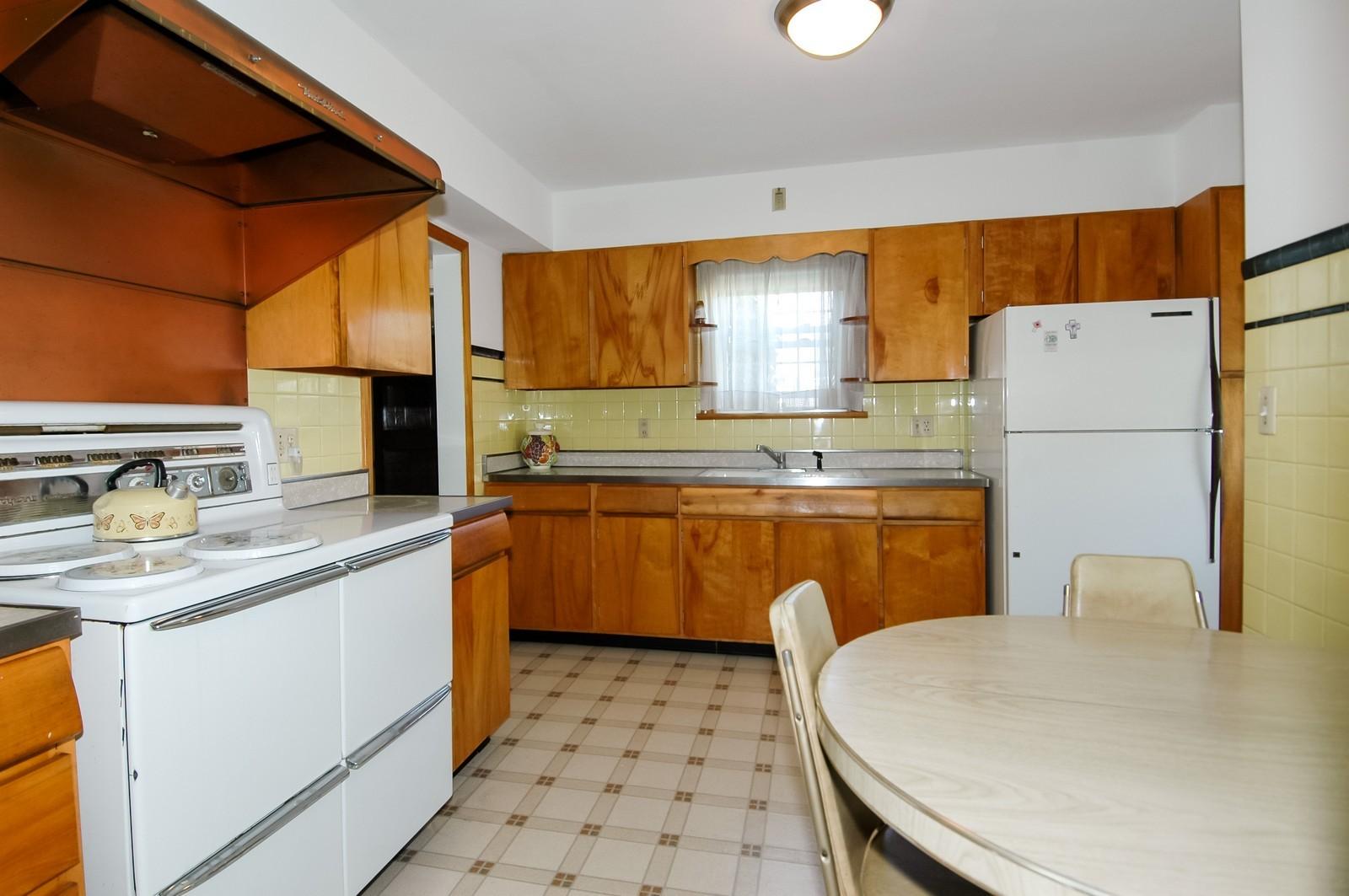 Real Estate Photography - 302 Washington, Algonquin, IL, 60102 - Kitchen