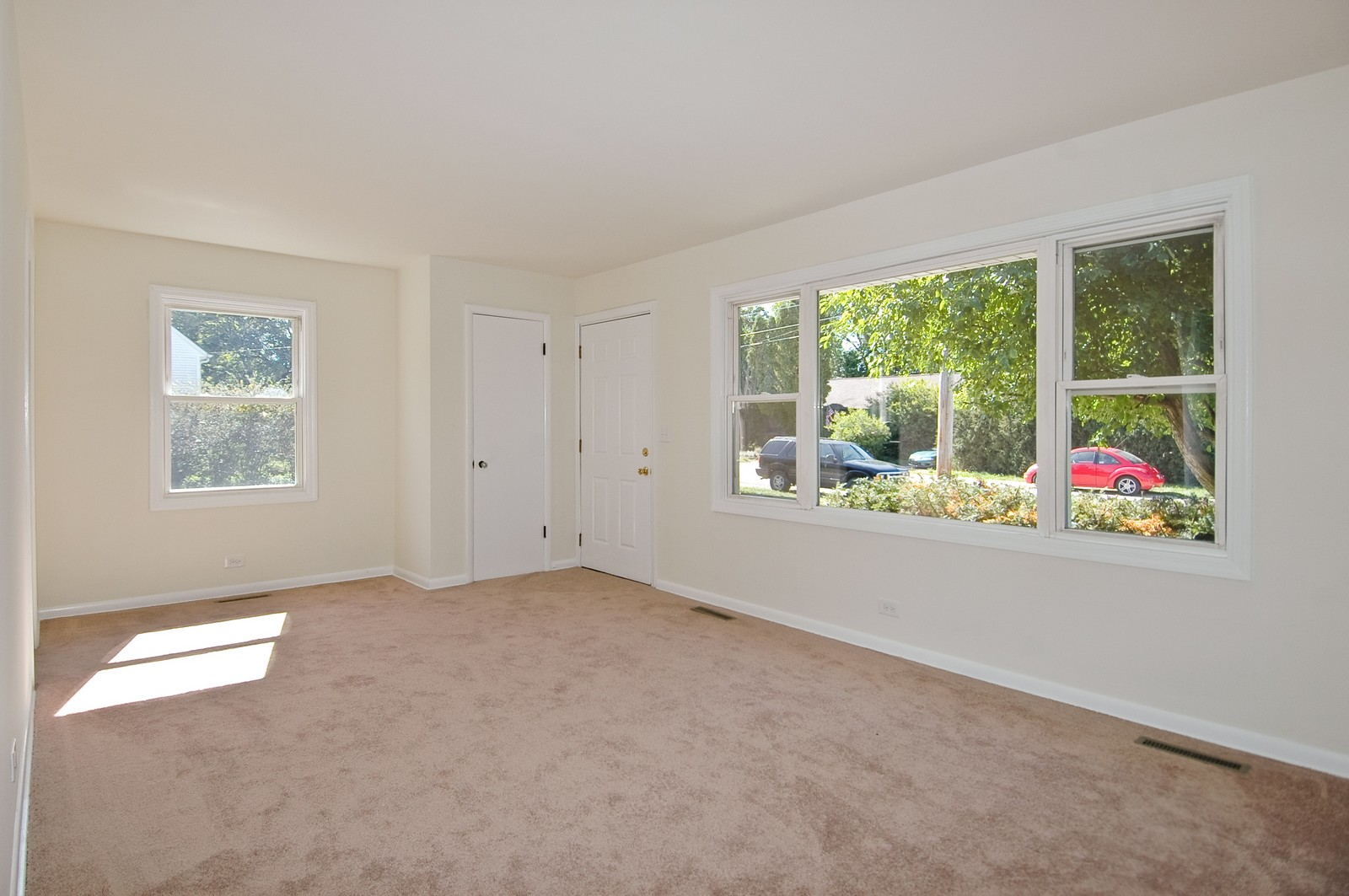 Real Estate Photography - 599 Kirk Ave, Elgin, IL, 60120 - Living Room