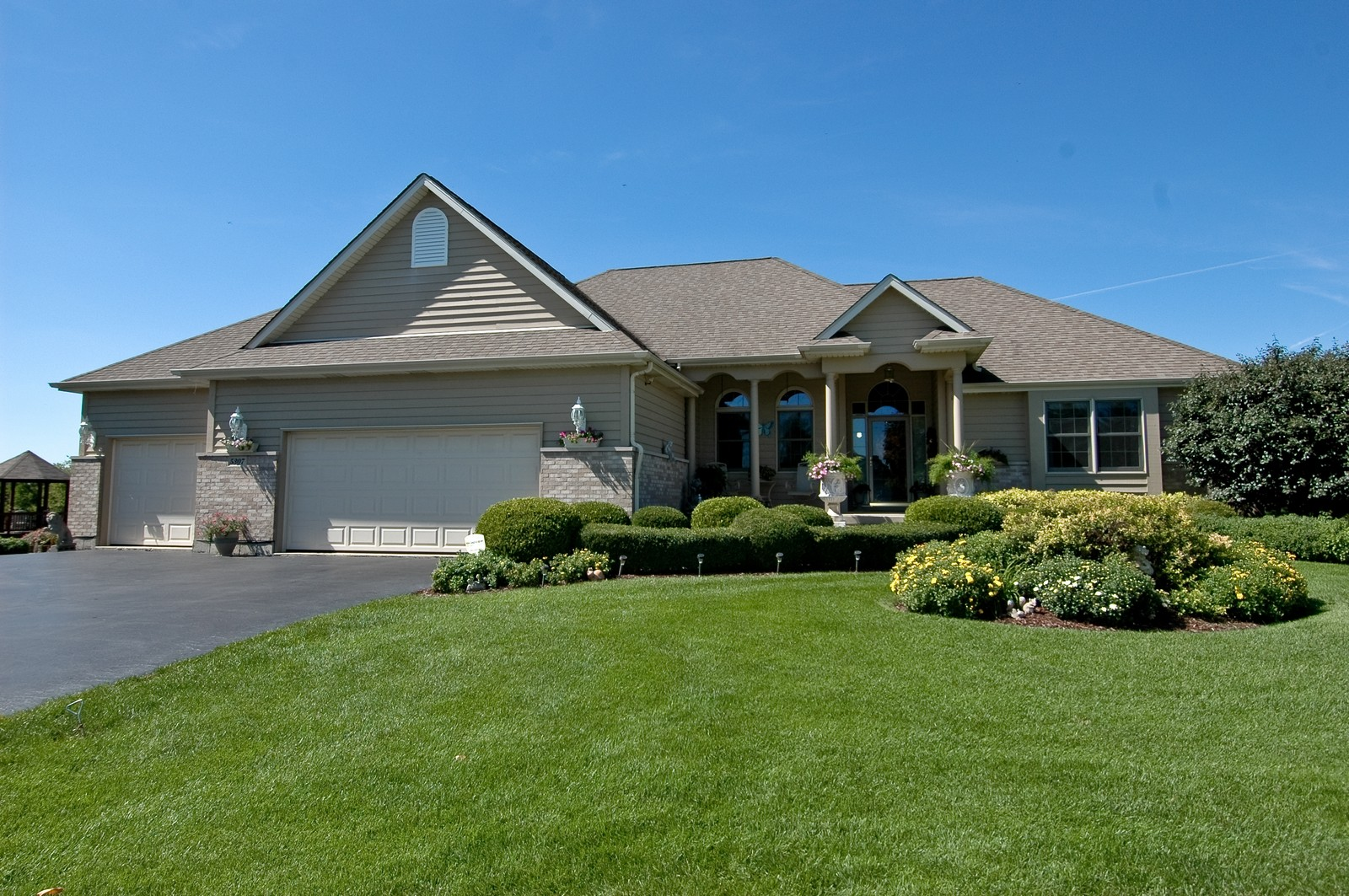 Real Estate Photography - 5307 Autumn Way, Johnsburg, IL, 60051 - Front View