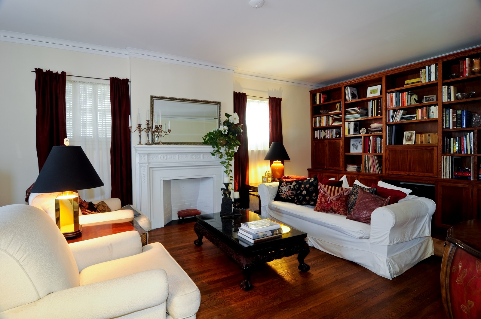 Real Estate Photography - 4750 N Manor Ave, Chicago, IL, 60625 - Living Room