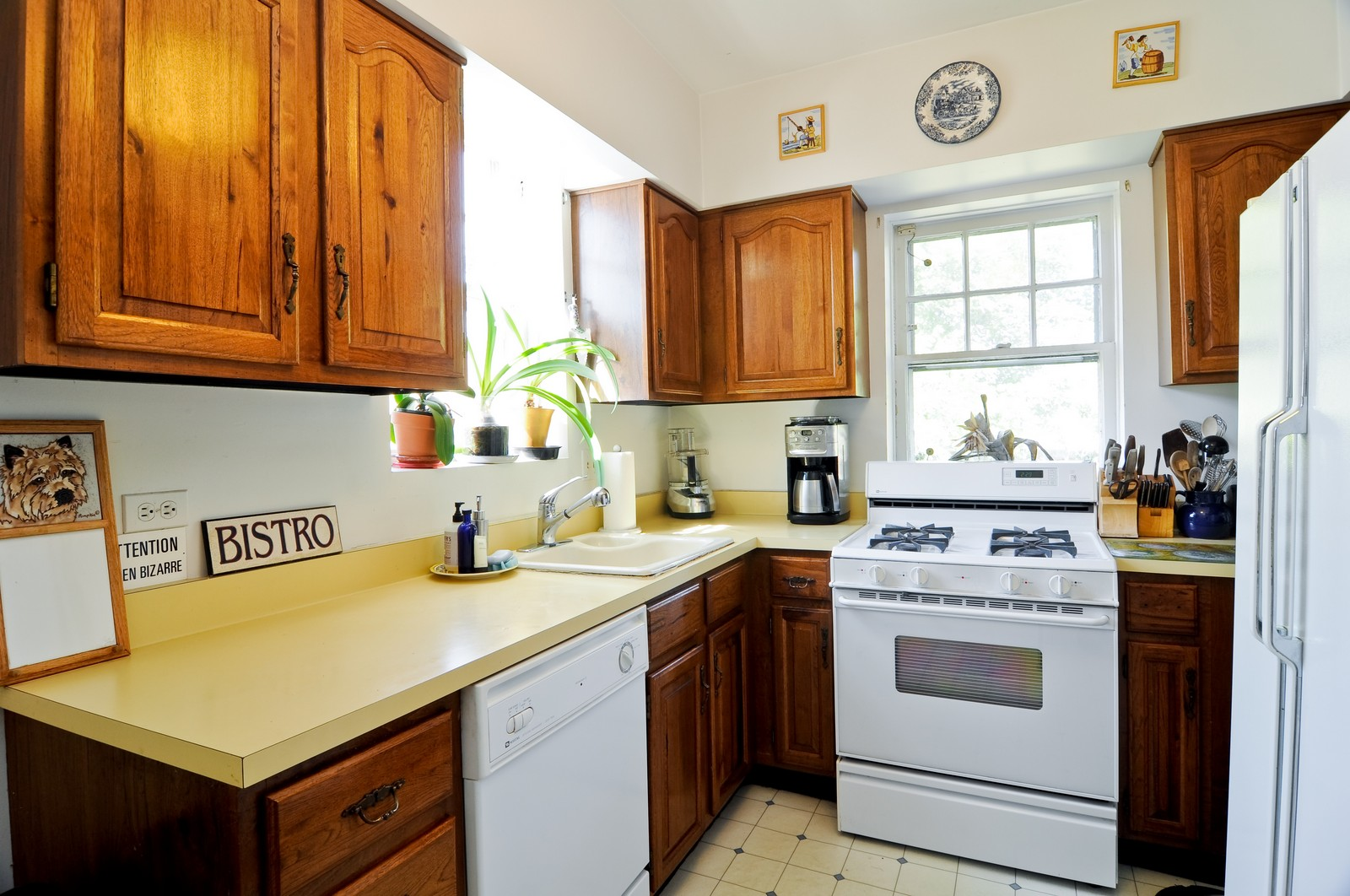 Real Estate Photography - 4750 N Manor Ave, Chicago, IL, 60625 - Kitchen