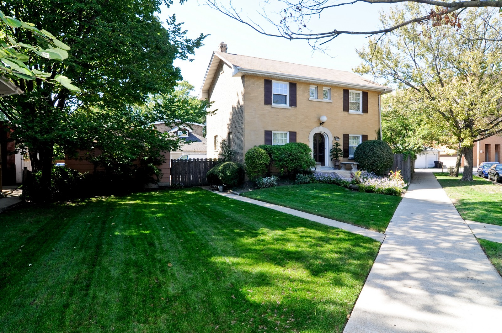 Real Estate Photography - 4750 N Manor Ave, Chicago, IL, 60625 - Side View