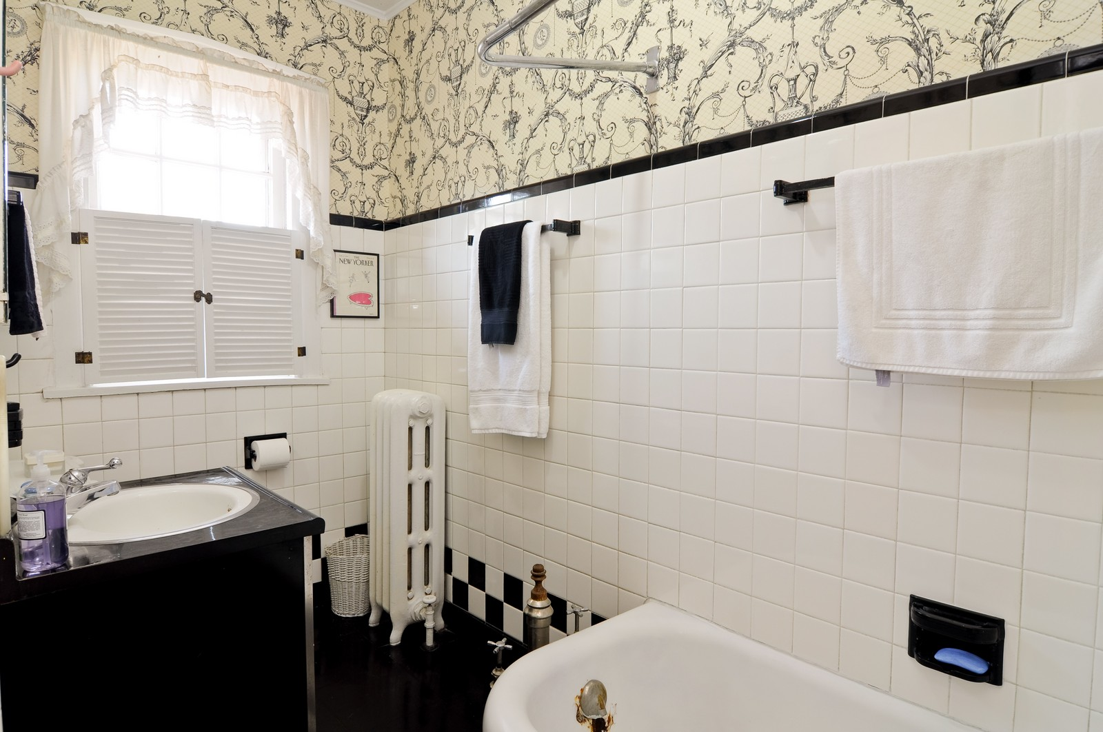 Real Estate Photography - 4750 N Manor Ave, Chicago, IL, 60625 - Bathroom