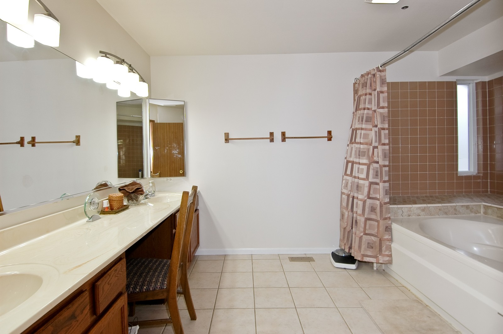 Real Estate Photography - 4029 Hale Ln, Island Lake, IL, 60042 - Master Bathroom