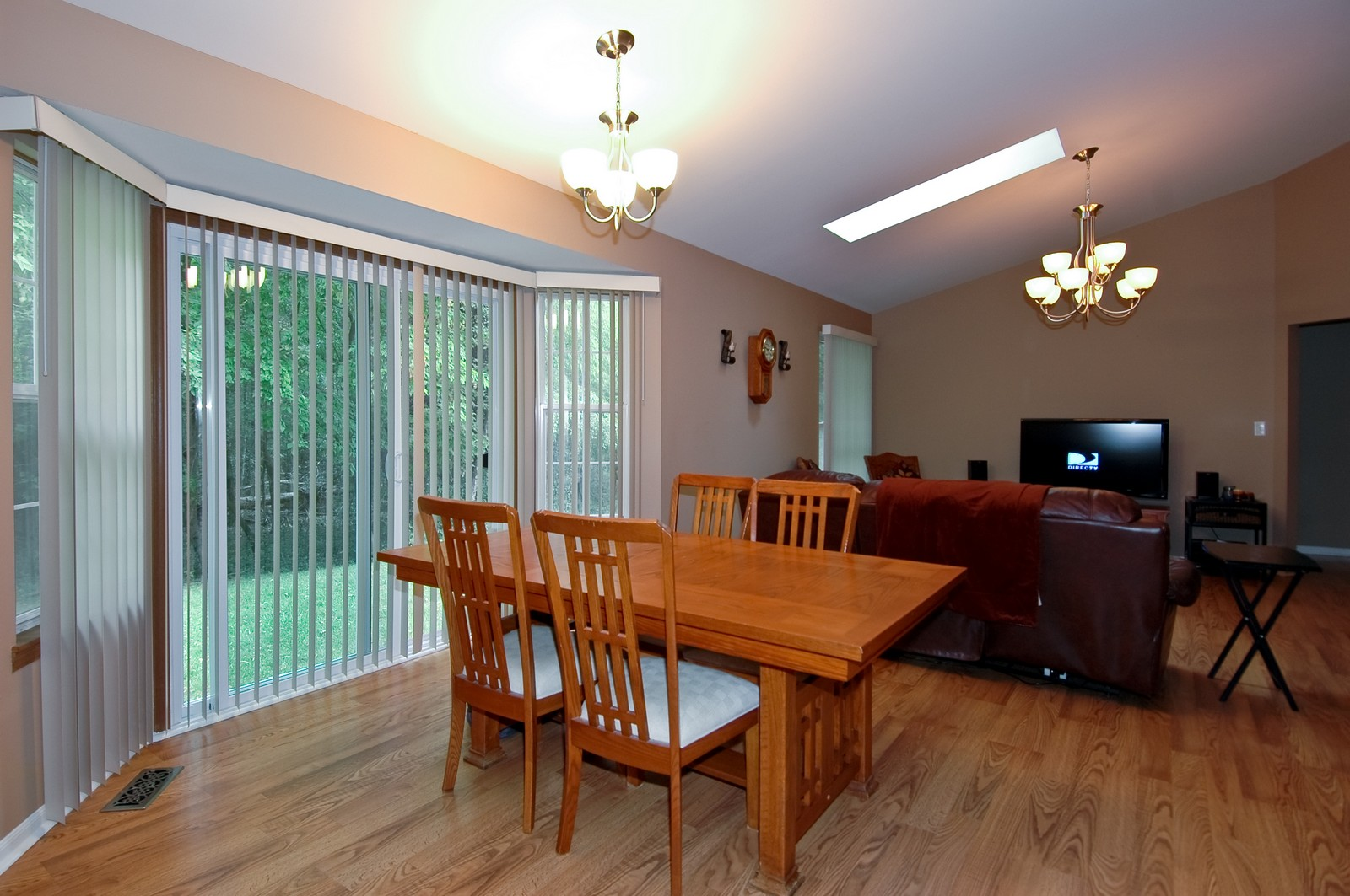 Real Estate Photography - 4029 Hale Ln, Island Lake, IL, 60042 - Dining Room