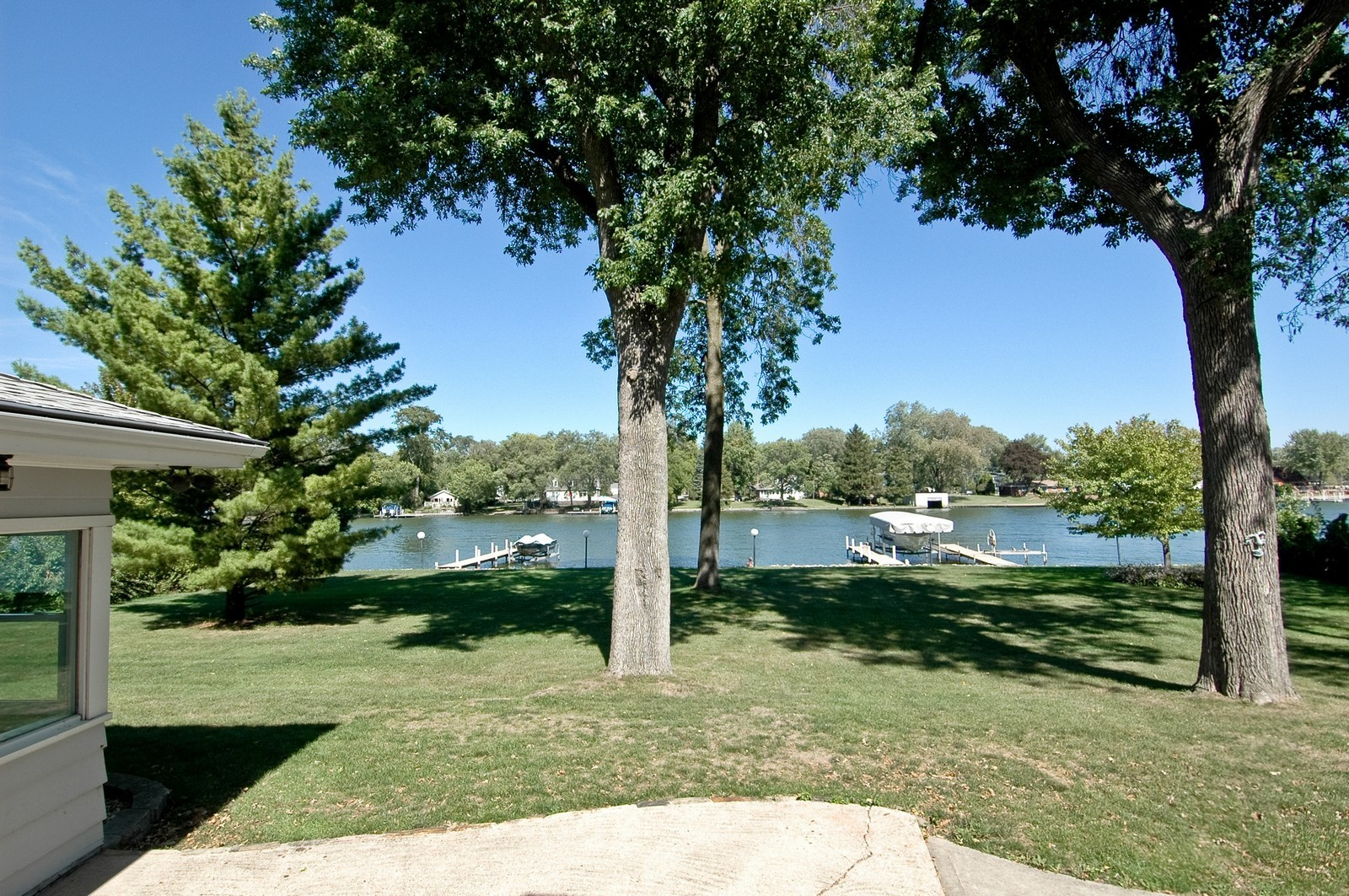 Real Estate Photography - 724 Country Club Dr, McHenry, IL, 60050 - Front Yard