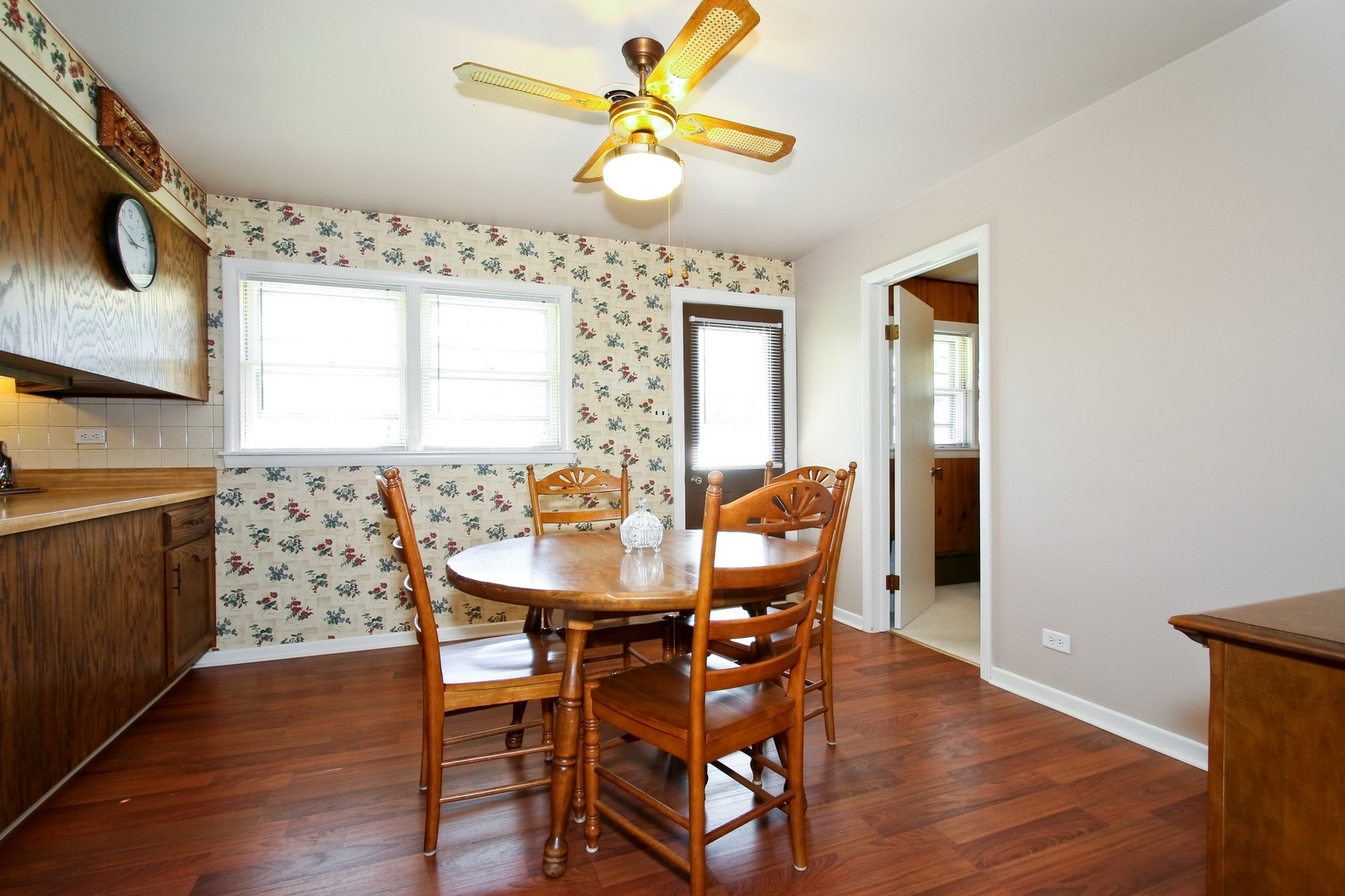 Real Estate Photography - 7431 S Roberts Rd, Bridgeview, IL, 60455 - Dining Room
