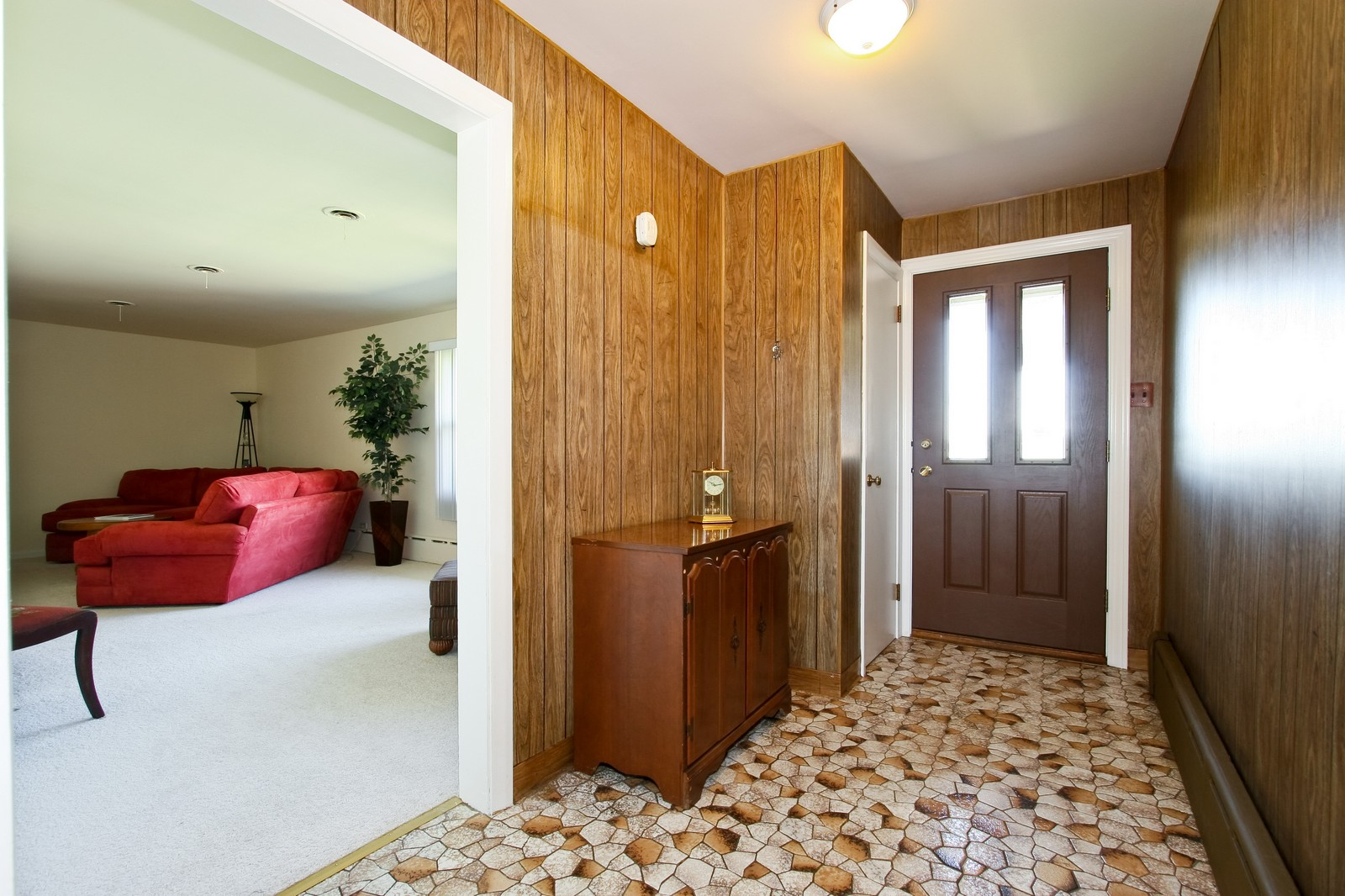Real Estate Photography - 7431 S Roberts Rd, Bridgeview, IL, 60455 - Foyer