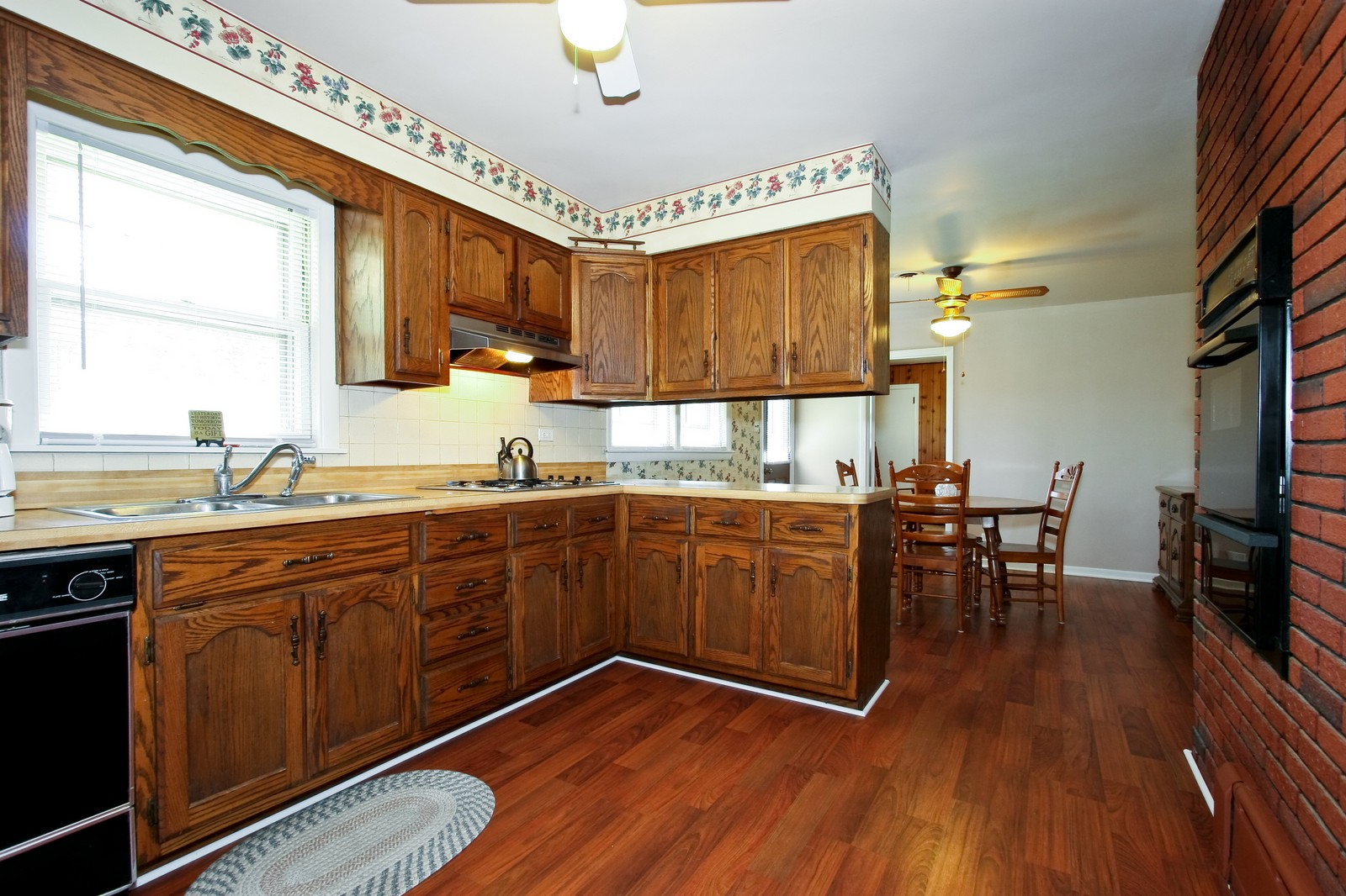 Real Estate Photography - 7431 S Roberts Rd, Bridgeview, IL, 60455 - Kitchen
