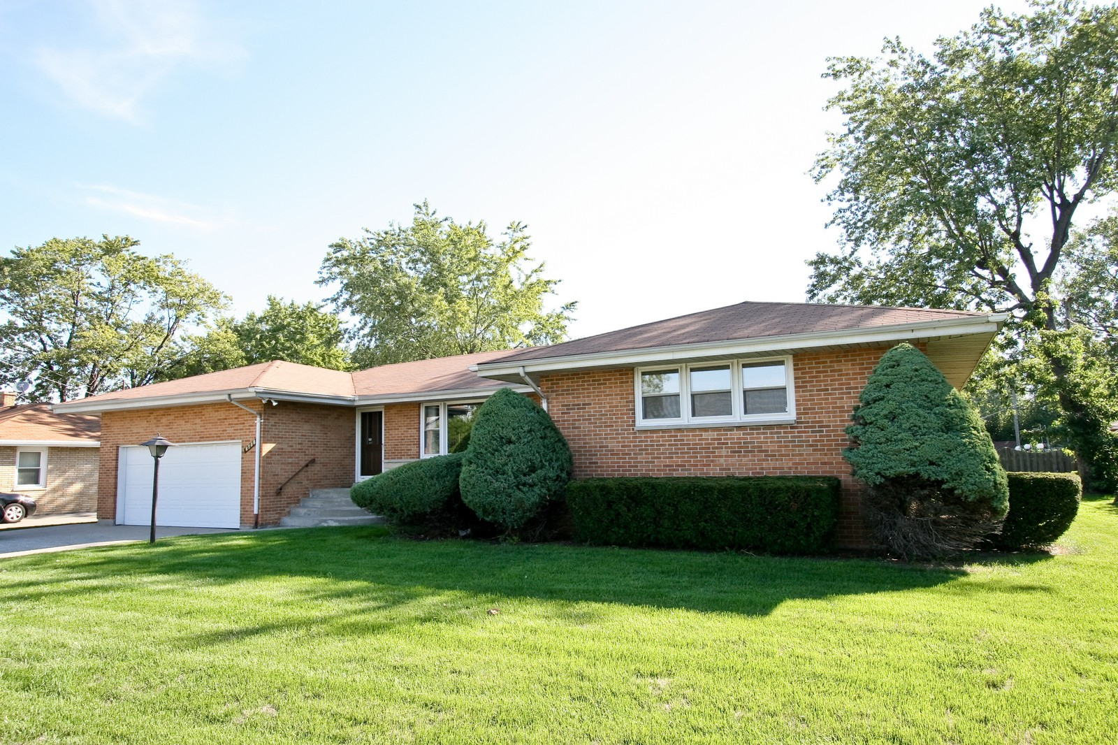 Real Estate Photography - 7431 S Roberts Rd, Bridgeview, IL, 60455 - Front of House