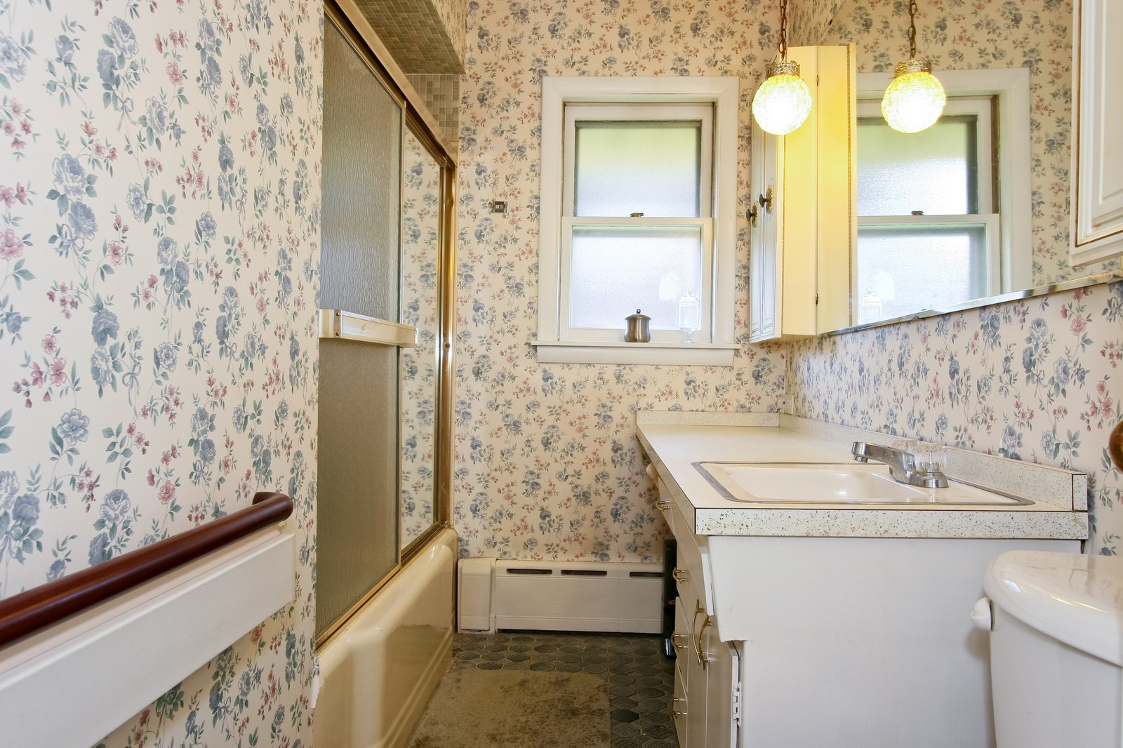 Real Estate Photography - 7431 S Roberts Rd, Bridgeview, IL, 60455 - Bathroom