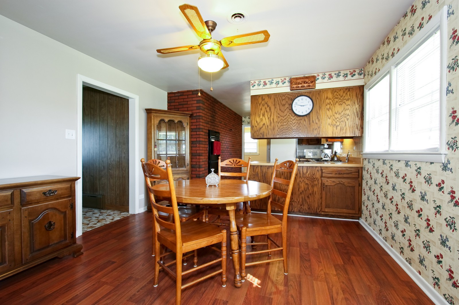 Real Estate Photography - 7431 S Roberts Rd, Bridgeview, IL, 60455 - Kitchen / Dining Room