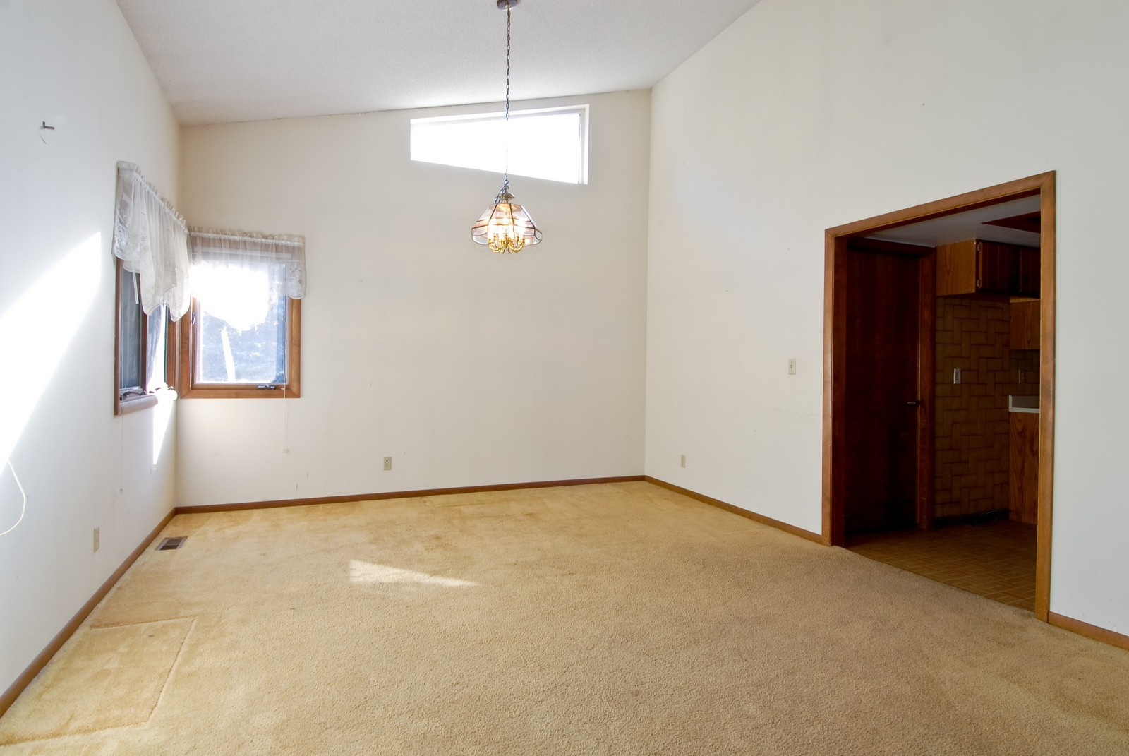 Real Estate Photography - 625 Konen Ave, Aurora, IL, 60505 - Dining Room