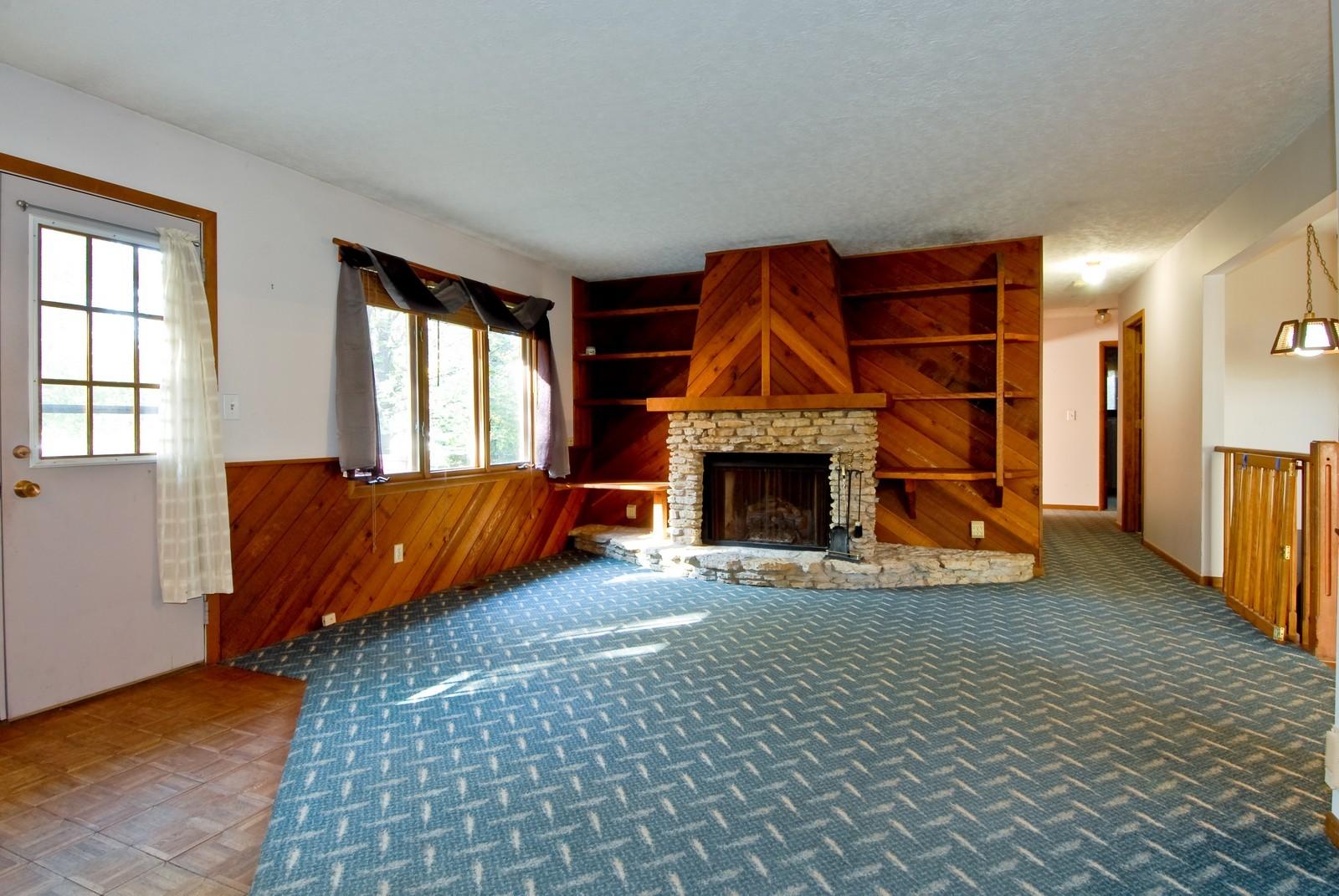 Real Estate Photography - 625 Konen Ave, Aurora, IL, 60505 - Family Room