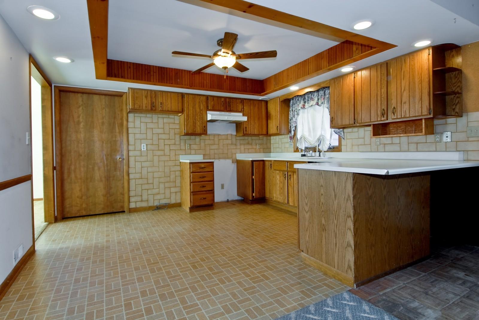 Real Estate Photography - 625 Konen Ave, Aurora, IL, 60505 - Kitchen