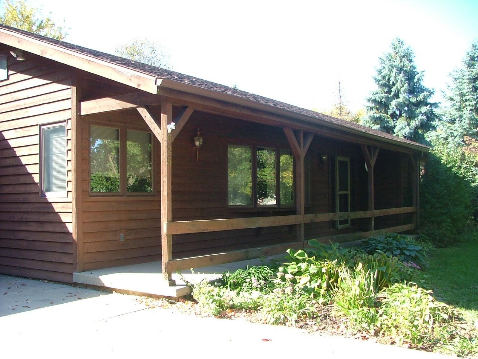 Real Estate Photography - 625 Konen Ave, Aurora, IL, 60505 - Porch