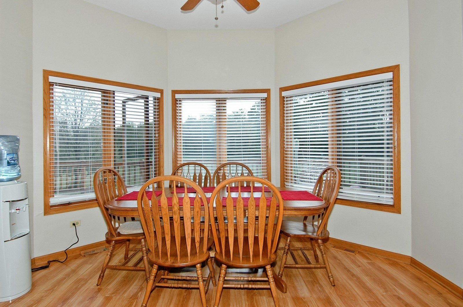 Real Estate Photography - 7N598 Whirlaway Dr, St Charles, IL, 60175 - Eating Area