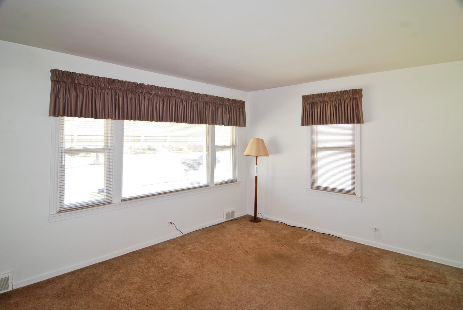 Real Estate Photography - 1526 Hillside Ave, Berkeley, IL, 60163 - Living Room