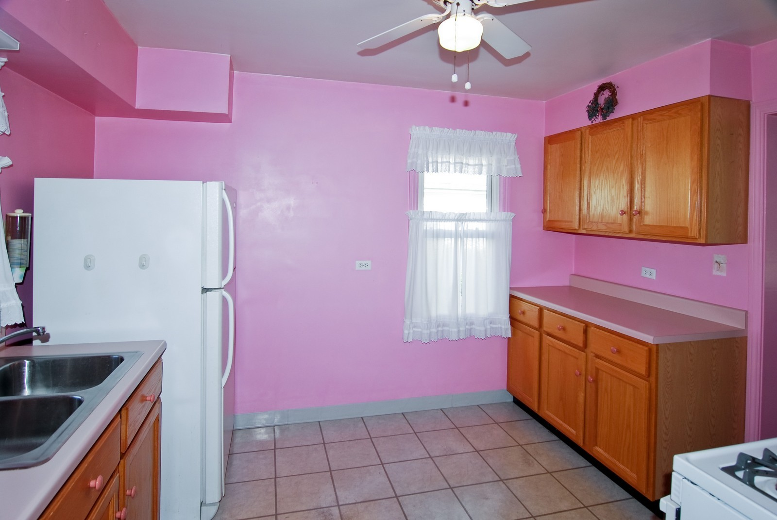 Real Estate Photography - 1526 Hillside Ave, Berkeley, IL, 60163 - Kitchen