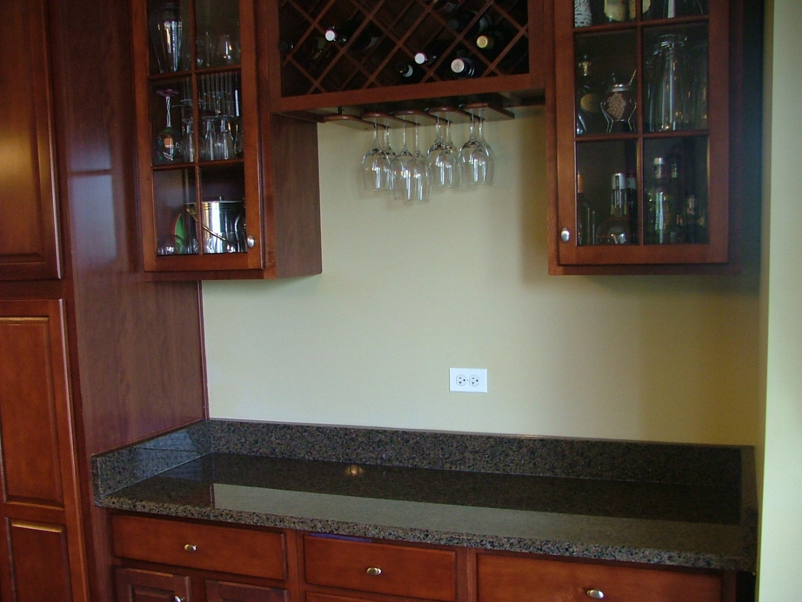 Real Estate Photography - 835 Chasewood Dr, South Elgin, IL, 60177 - Kitchen Butler