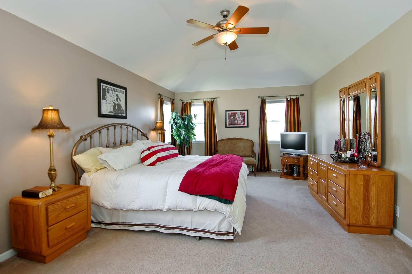 Real Estate Photography - 835 Chasewood Dr, South Elgin, IL, 60177 - Master Bedroom