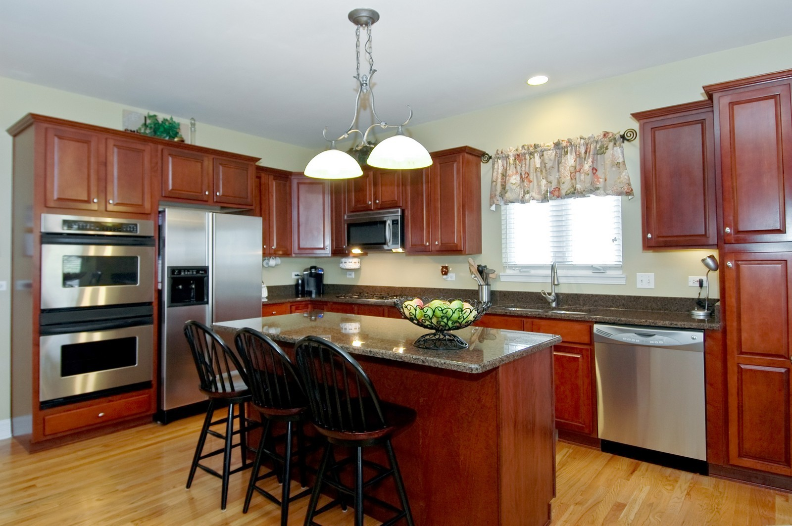 Real Estate Photography - 835 Chasewood Dr, South Elgin, IL, 60177 - Kitchen