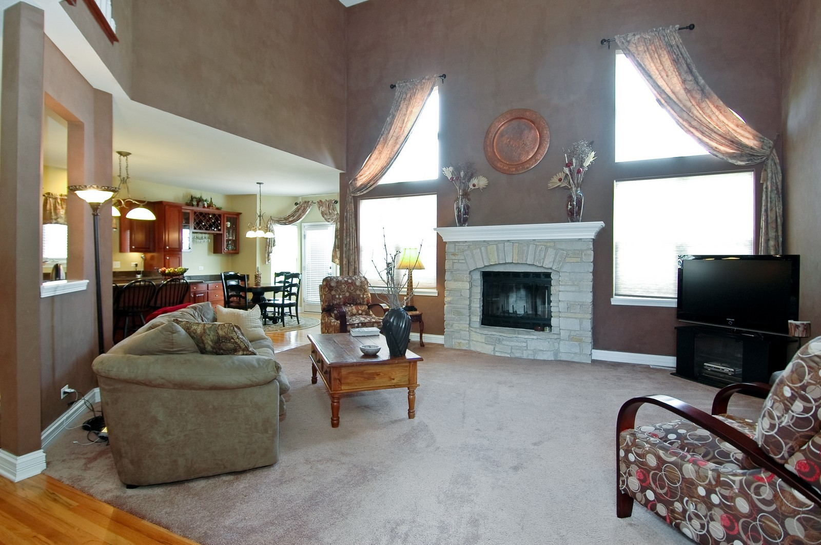 Real Estate Photography - 835 Chasewood Dr, South Elgin, IL, 60177 - Family Room / Kitchen