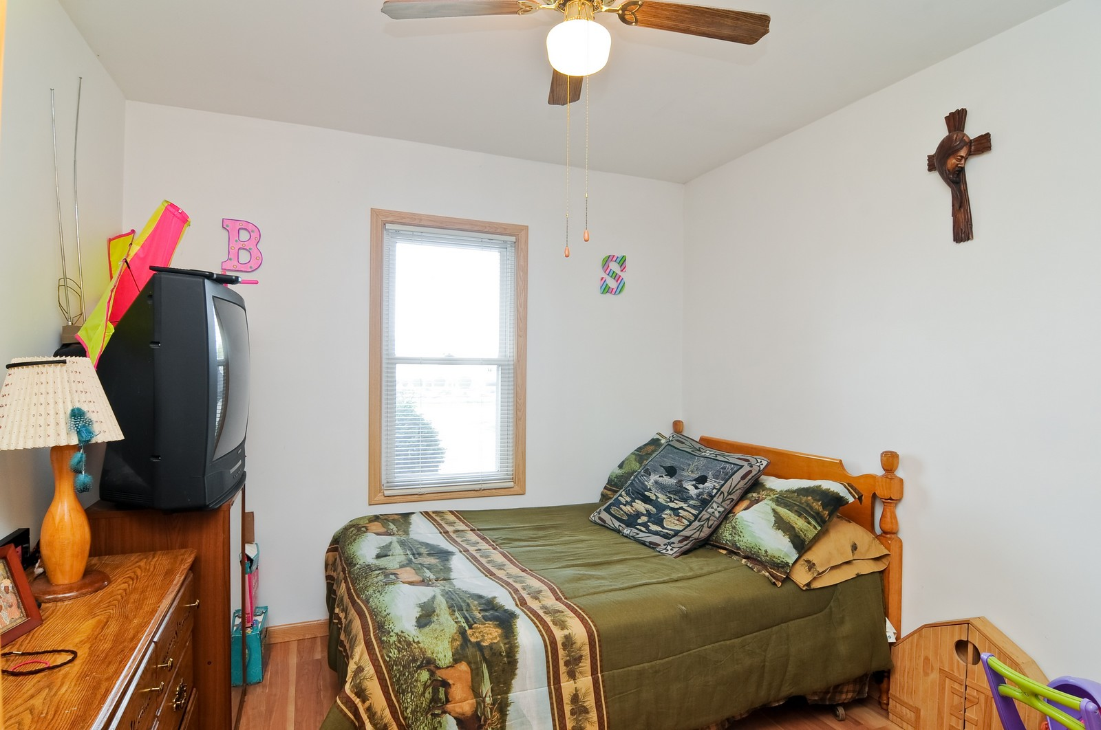 Real Estate Photography - 415 Kings Rd, Fox Lake, IL, 60020 - 2nd Bedroom