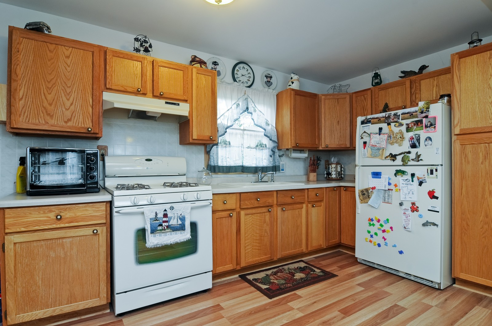 Real Estate Photography - 415 Kings Rd, Fox Lake, IL, 60020 - Kitchen