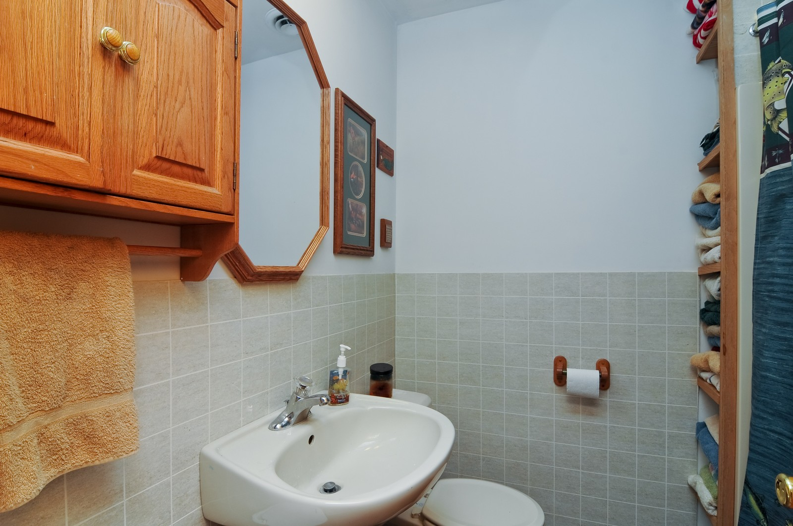 Real Estate Photography - 415 Kings Rd, Fox Lake, IL, 60020 - Bathroom