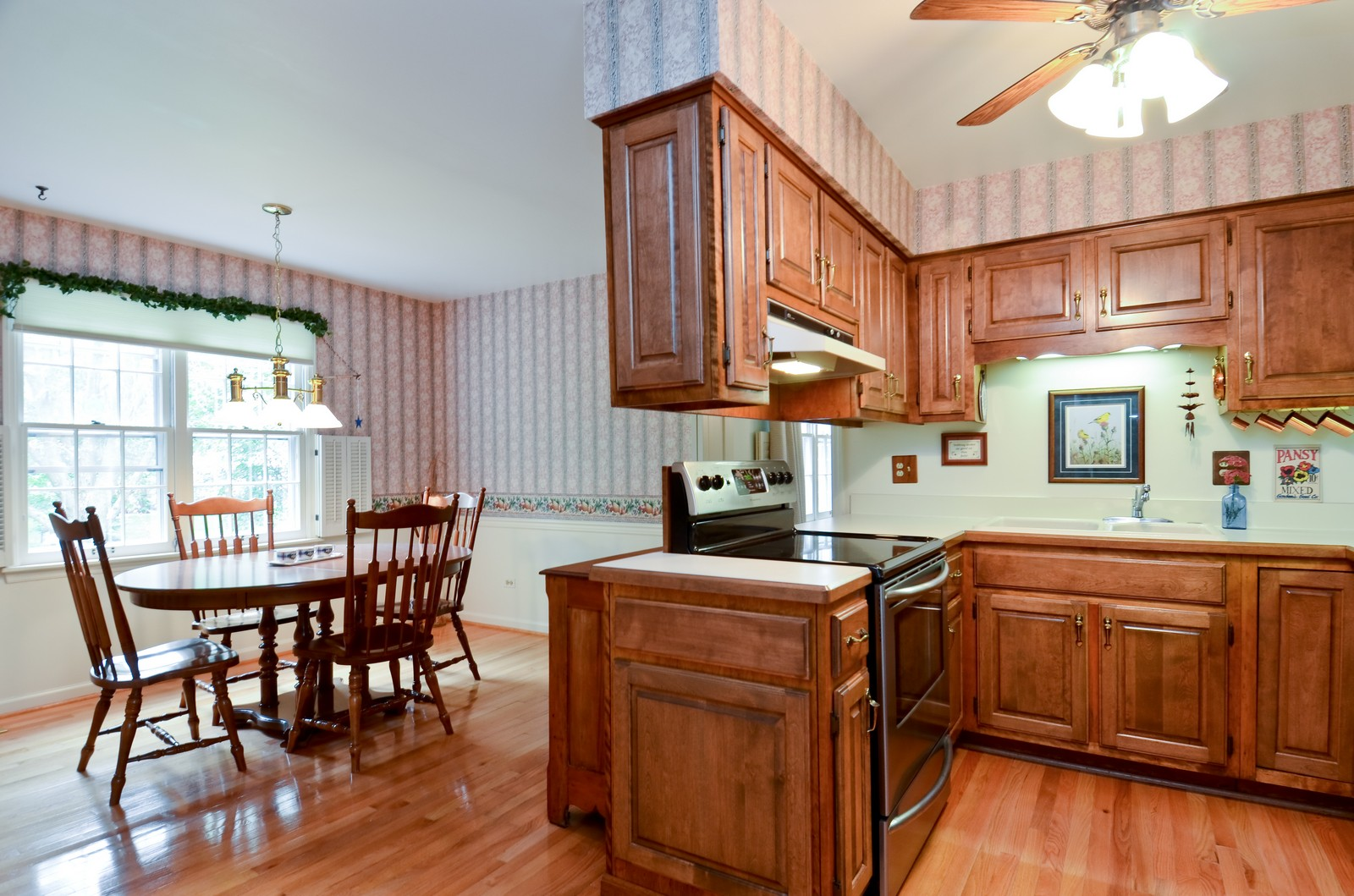 Real Estate Photography - 1101 35th St, Downers Grove, IL, 60515 - Kitchen / Breakfast Room