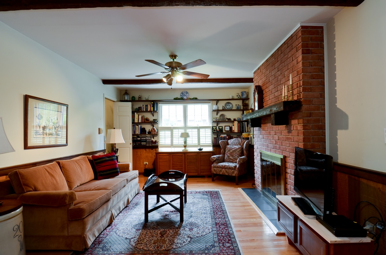 Real Estate Photography - 1101 35th St, Downers Grove, IL, 60515 - Family Room