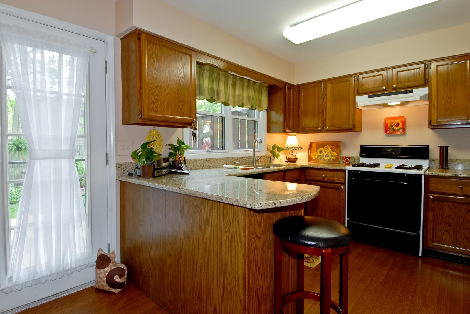 Real Estate Photography - 55 White Oak Cir, St Charles, IL, 60174 - Kitchen
