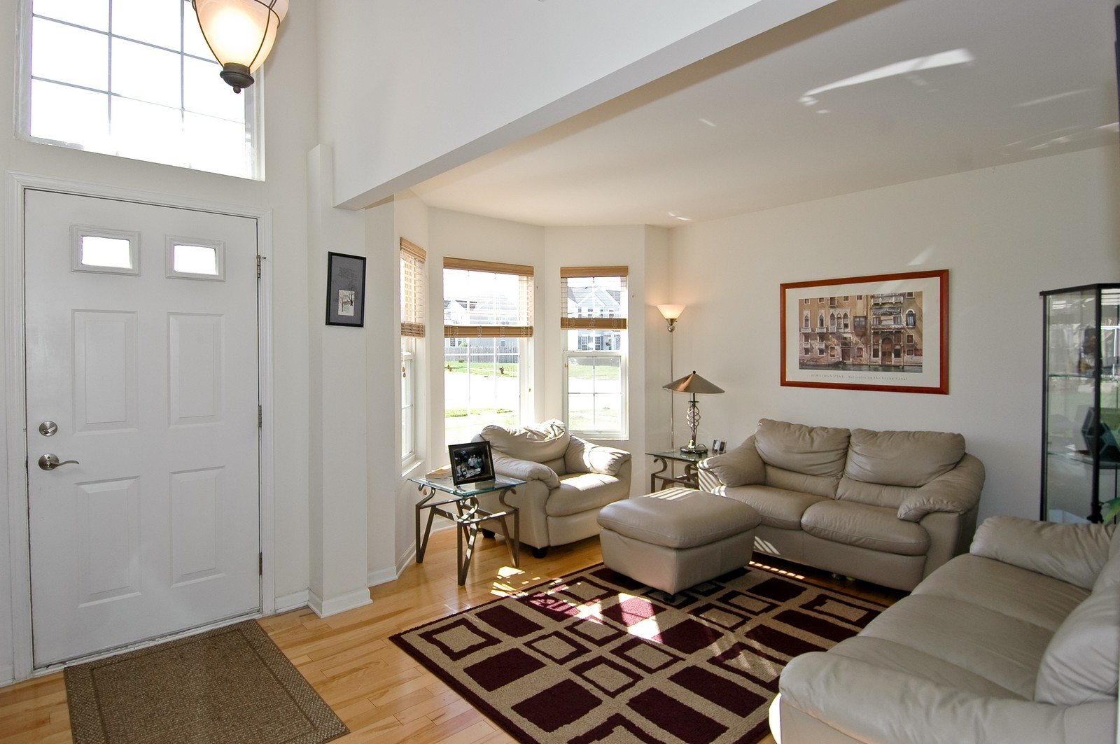 Real Estate Photography - 1872 Yasgur Dr, Woodstock, IL, 60098 - Foyer/Living Room