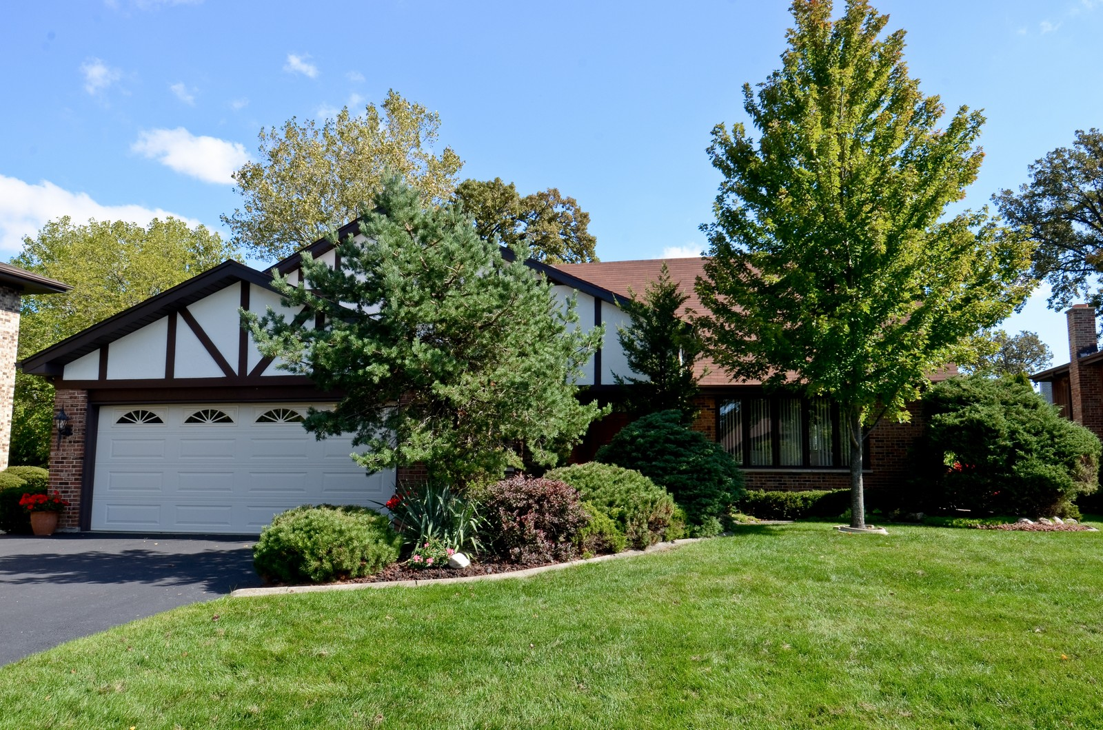 Real Estate Photography - 367 S Edgewood, Wood Dale, IL, 60191 - Front View