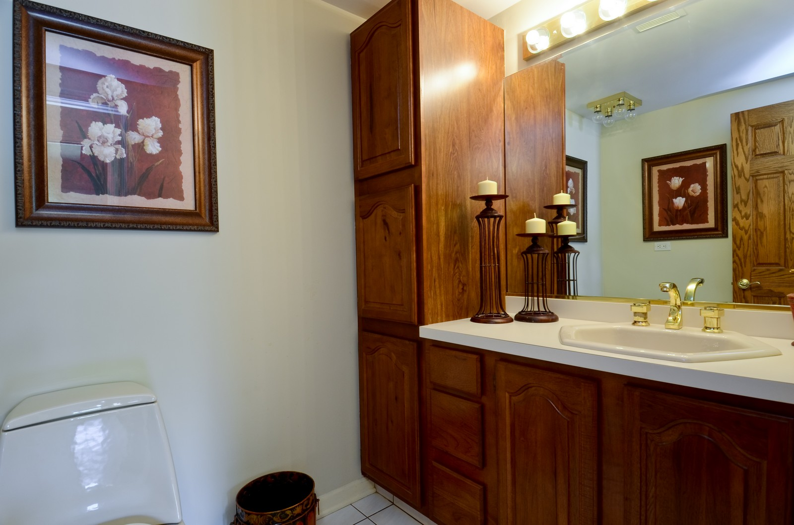 Real Estate Photography - 367 S Edgewood, Wood Dale, IL, 60191 - Half Bath