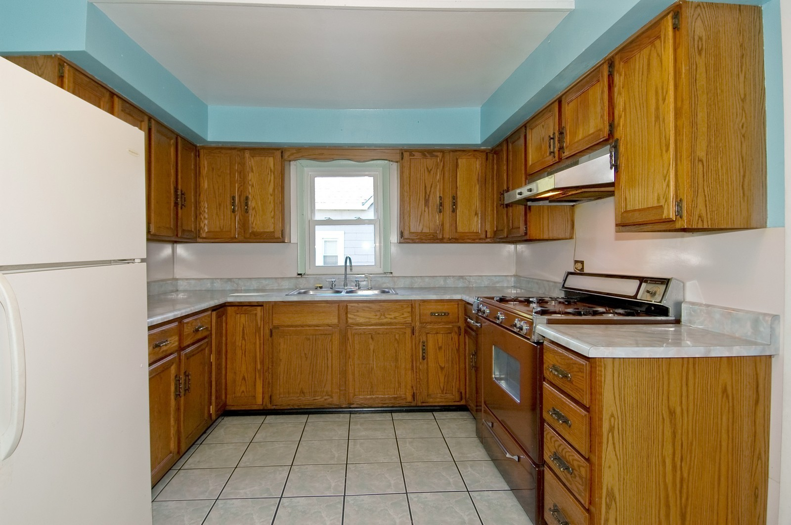 Real Estate Photography - 440 Addison St, Elgin, IL, 60120 - Kitchen