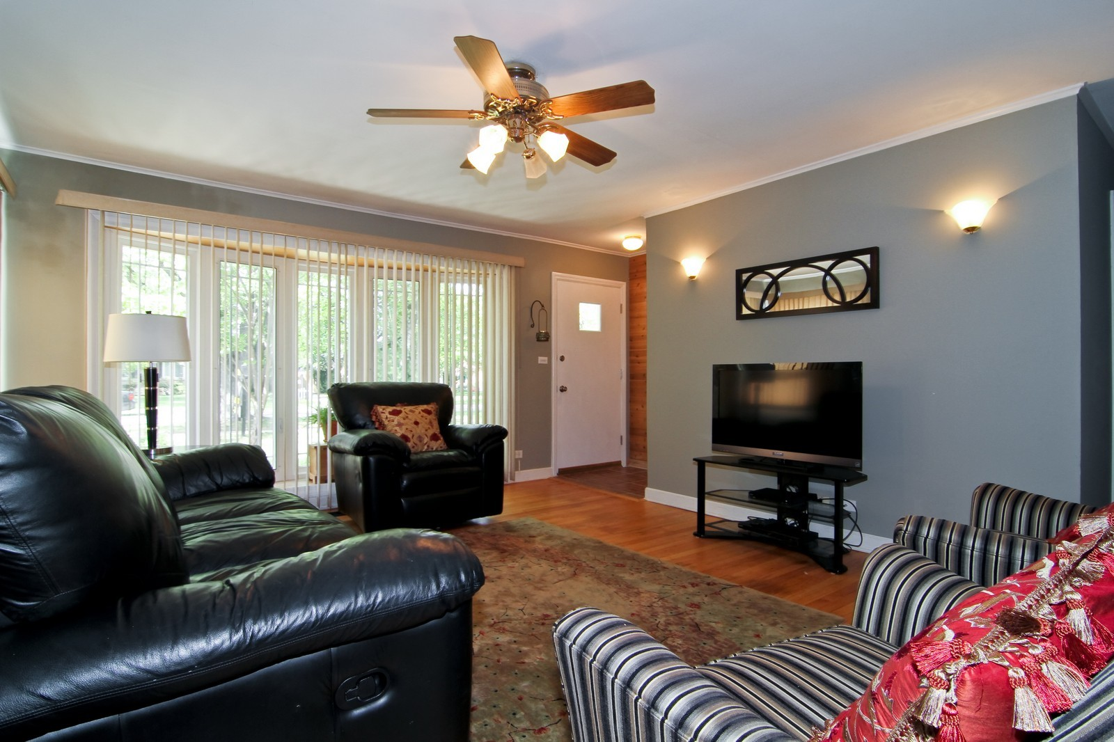 Real Estate Photography - 105 S Piece Ave, Wheaton, IL, 60187 - Living Room