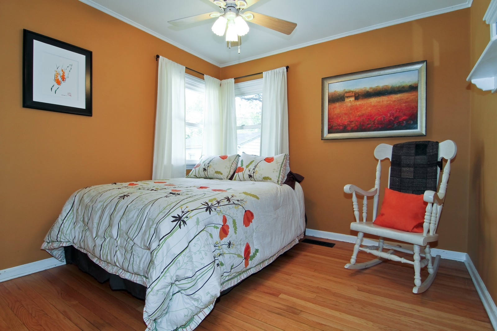 Real Estate Photography - 105 S Piece Ave, Wheaton, IL, 60187 - 3rd Bedroom