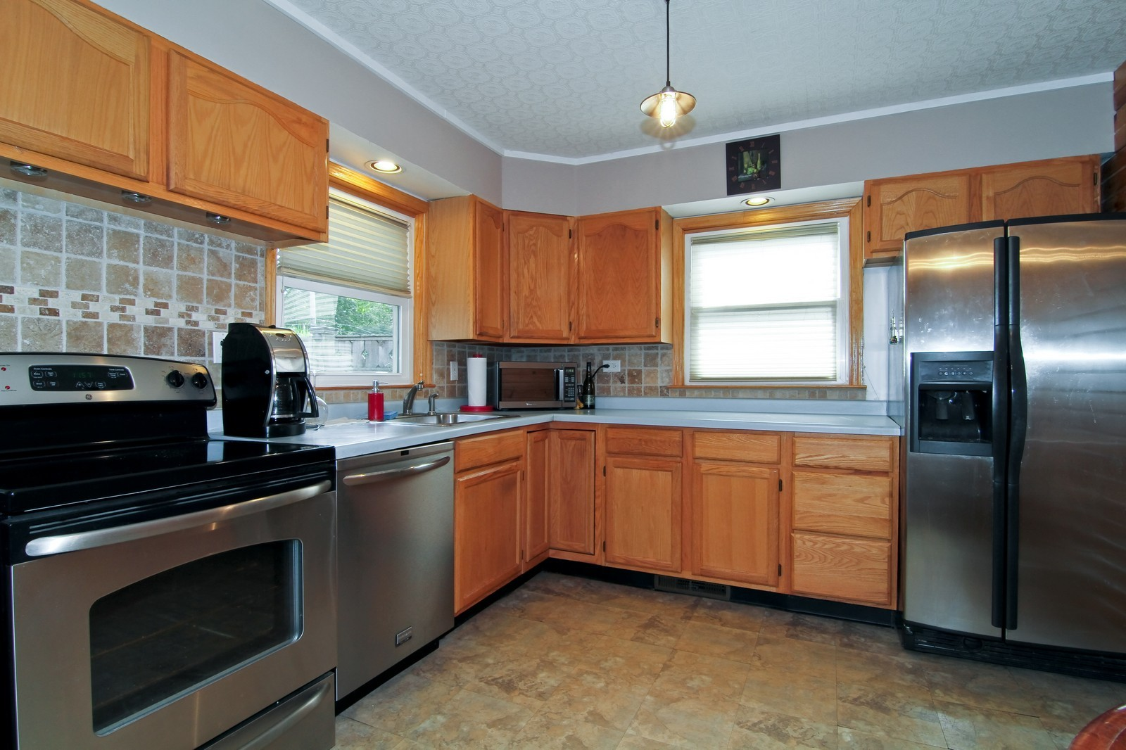 Real Estate Photography - 105 S Piece Ave, Wheaton, IL, 60187 - Kitchen