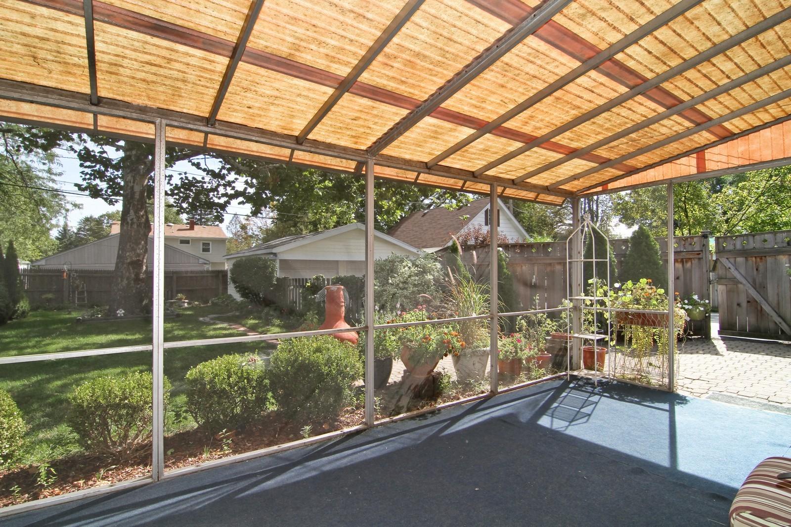 Real Estate Photography - 105 S Piece Ave, Wheaton, IL, 60187 - Sun Room