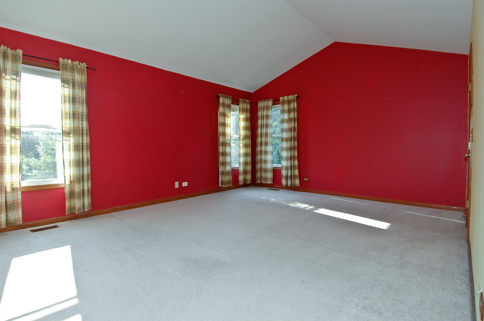 Real Estate Photography - 1513 Dogwood Dr, Crystal Lake, IL, 60014 - Master Bedroom