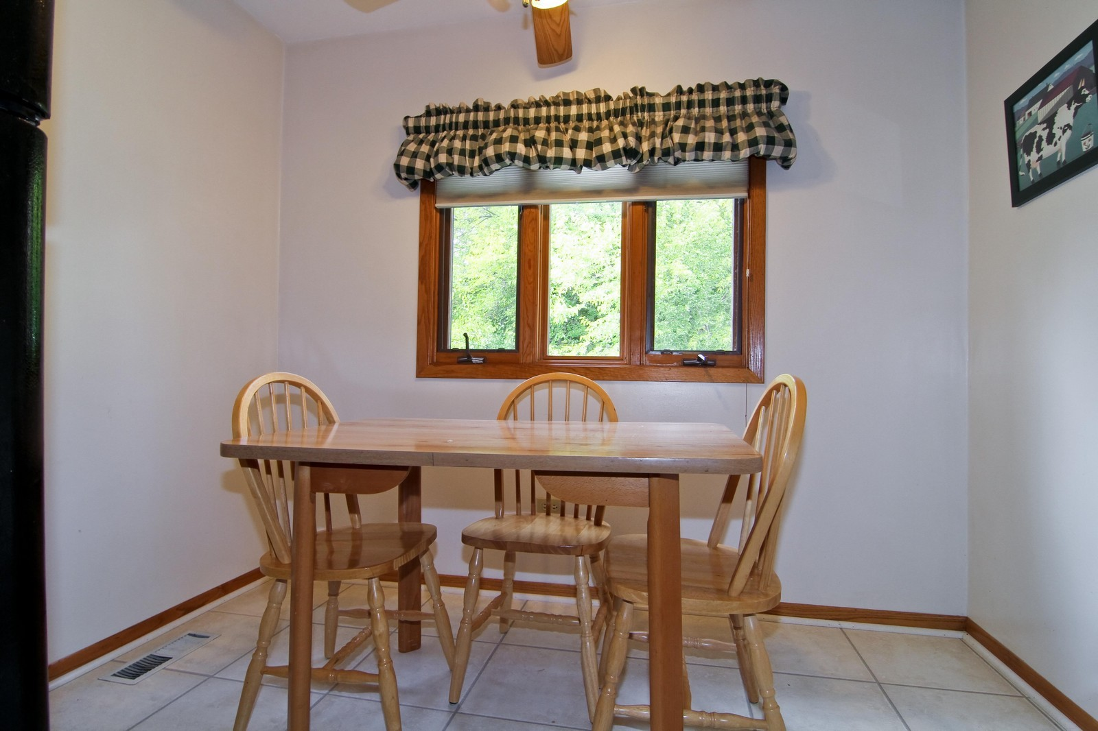 Real Estate Photography - 4930 Bryan Place, Downers Grove, IL, 60515 - Breakfast Area
