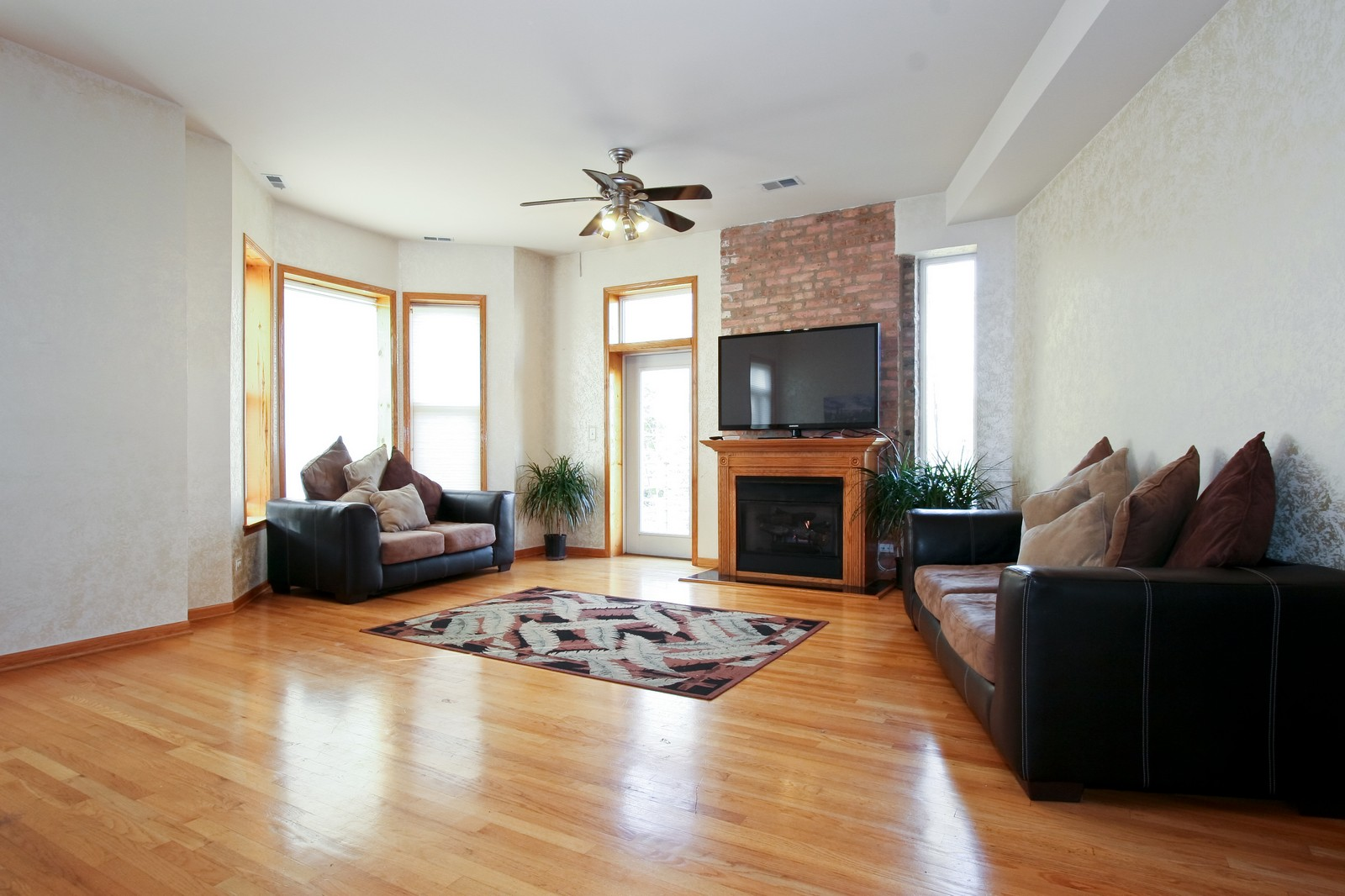 Real Estate Photography - 6415 S Minerva Ave, Unit 2NW, Chicago, IL, 60637 - Living Room