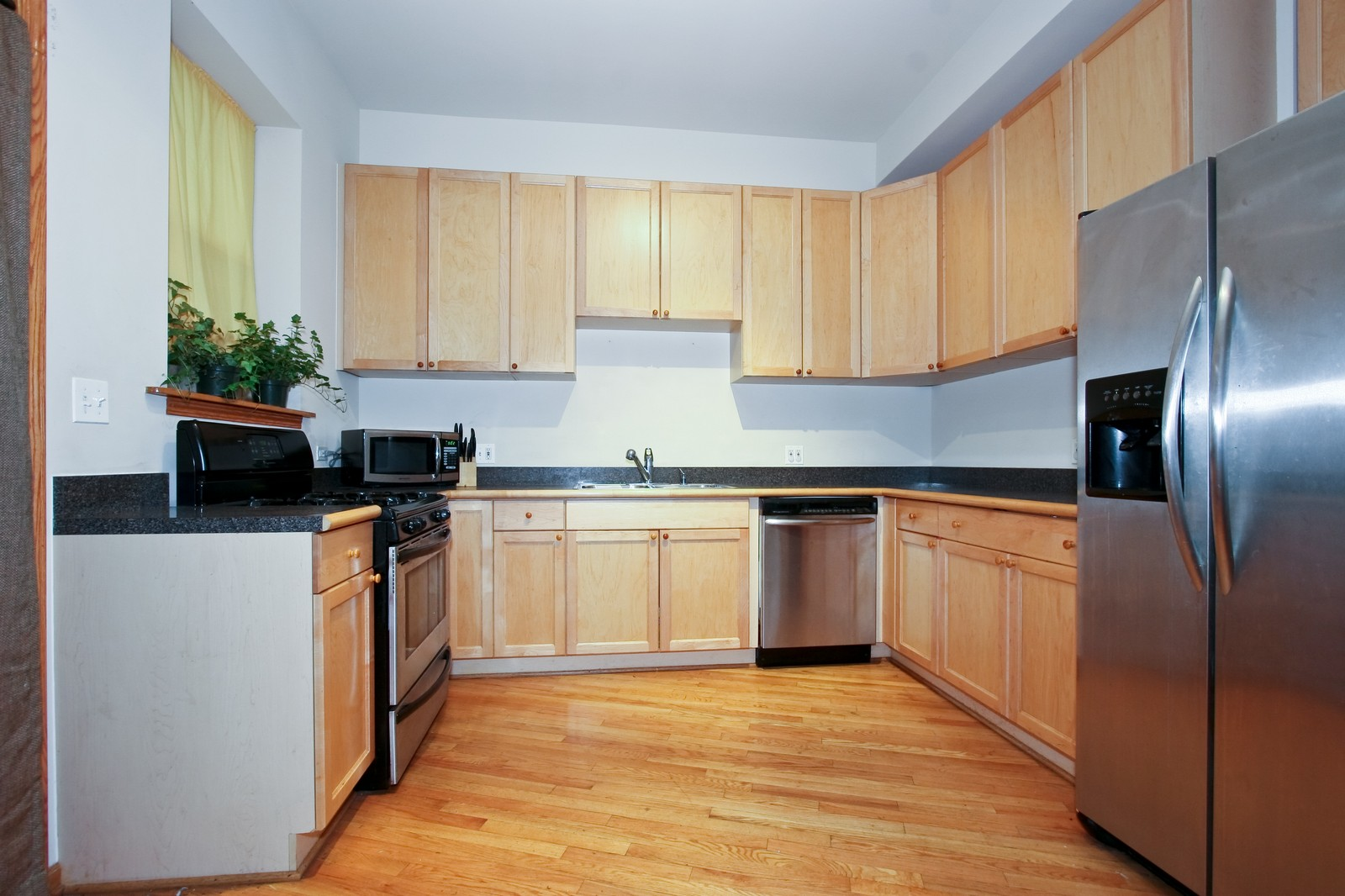 Real Estate Photography - 6415 S Minerva Ave, Unit 2NW, Chicago, IL, 60637 - Kitchen