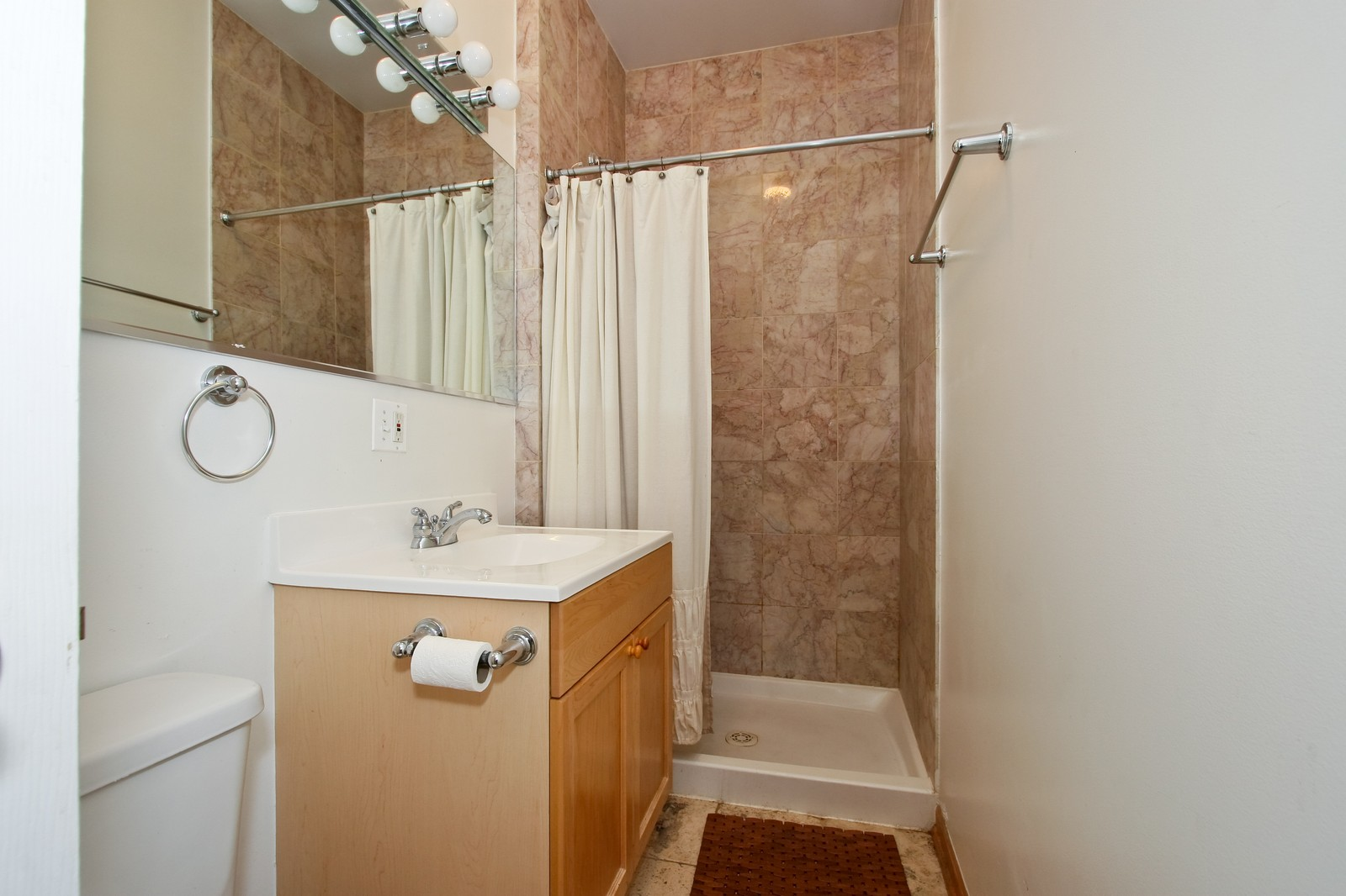 Real Estate Photography - 6415 S Minerva Ave, Unit 2NW, Chicago, IL, 60637 - Bathroom